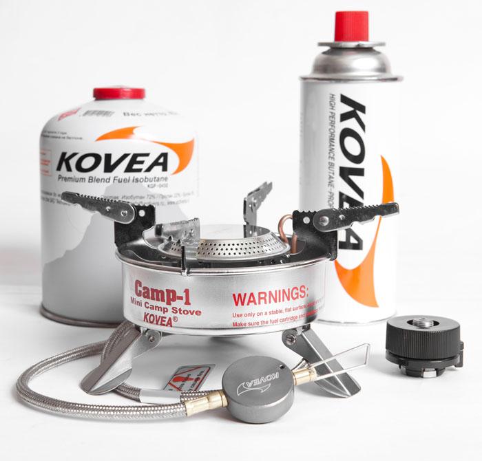 Горелка газовая Kovea TKB-9703-1L со шлангомГорелки<br>Газовая горелка со шлангом и с пъезоподжигом, <br>очень хорошо работающая при низких температурах. <br>В этой горелке очень эффективно реализована <br>система предварительного подогрева газа <br>(Anti-Flare System), а также имеется теплоотражающий <br>экран, благодаря чему горелка очень хорошо <br>работает на холоде. Для длинных зимних экспедиций <br>с линейным маршрутом – это самый удачный <br>вариант газовой горелки. Уже в течение многих <br>лет зарекомендовавшая себя с лучшей стороны <br>Expedition Stove (в простонародье «Консерва») служит <br>своим покупателям верой и правдой. Горелка <br>работает от баллона резьбового стандарта, <br>но возможно и подсоединение к цанговому <br>баллону при помощи адаптера КА-9504, который <br>поставляется в комплекте. Выпускается в <br>двух модификациях с разной длиной шланга <br>- 30 см (TKB-9703-S) и 50 см (TKB-9703-L). Длинный шланг <br>позволяет на холоде, когда газ в баллоне <br>начинает замерзать, держать баллон в тепле, <br>например в спальнике или на крышке кастрюли. <br>Вес 445 г Расход топлива 140 г/ч Размер упаковки <br>140x90x145 мм Диаметр конфорки 19 см Пъезоэлемент <br>есть Комплектация Газовая горелка, пластиковый <br>кофр, адаптер КА-9504 для подключения к цанговому <br>баллону, инструкция по эксплуатации.<br>