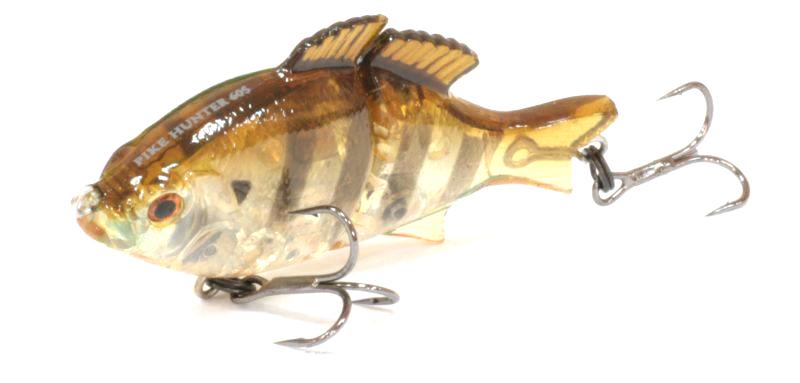 Воблер Tsuribito Pike Hunter 95S цвет 008Воблеры<br>Классический воблер, подходящий для ловли <br>разнообразной рыбы. Особенно хорошо проявляет <br>свои качества при медленных проводках. <br>При падении воблер очень хорошо играет, <br>тем самым привлекая к себе внимание рыбы. <br>Обладает хорошими полетными качествами. <br>Фирма ...<br>