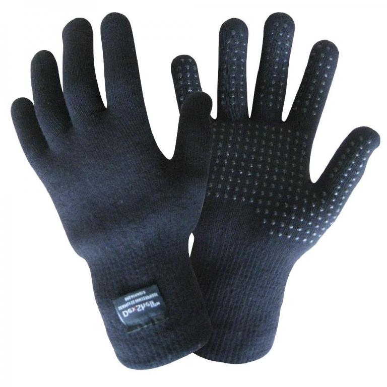Водонепроницаемые перчатки DexShell TouchFit Coolmax Перчатки<br>Описание водонепрониwаемых перчаток DexShell <br>TouchFit Wool Gloves DG328: Водонепроницаемые перчатки <br>DexShell TouchFit эффективно защищают ваши руки <br>от воды и ветра. На рыбалке, на охоте или <br>в туристическом походе в перчатках DexShell <br>будет тепло и комфортно. Из чего состоят <br>водонепроницаемые перчатки TouchFit? —Главный <br>функциональный слой — мембрана Porelle®, которая <br>производится в Англии. Именно она делает <br>перчатки DexShell водонепроницаемыми и «дышащими». <br>Работает эластичная и прочная мембрана <br>Porelle® благодаря разнице температур внутри <br>и снаружи перчаток. —Внутренний слой состоит <br>из влагоотводящего волокна Coolmax®, которое <br>производится американской компанией DuPont <br>на основе полиэстра. Coolmax® обладает антибактериальными <br>свойствами, а особая структура волокна <br>позволяет быстро отводить влагу с поверхности <br>тела - что особенно важно при интенсивных <br>физических нагрузках. —Внешний нейлоновый <br>слой делает перчатки DexShell устойчивыми к <br>повреждениям, плотными и комфортно прилегающими. <br>Особенность модели DexShell TouchFit – специальное <br>защитное покрытие на стороне ладони не <br>позволит перчаткам скользить, даже если <br>внешний слой перчаток намокнет. Характеристики: <br>Внешний слой: 98% износостойкий нейлон, 2% <br>эластан Мембранная вставка: эластичная, <br>водонепроницаемая и дышащая мембрана Porelle® <br>Внутренний слой: 95% влагоотводящее волокно <br>Coolmax®, 2% нейлон, 1% эластан Подбор размера <br>перчаток DexShell: Обхват руки Размер 18-20 см <br>S 20-23 см M 23-25 см L Рекомендации по уходу за <br>перчатками: Как стирать перчатки DexShell: Стирать <br>перчатки необходимо вручную в прохладной <br>воде (не более 40°C). Как сушить перчатки DexShell: <br>Сначала необходимо высушить перчатки вывернутыми <br>наизнанку, а затем - с лицевой стороны на <br>открытом воздухе. Чтобы перчатки не расслоились, <br>за