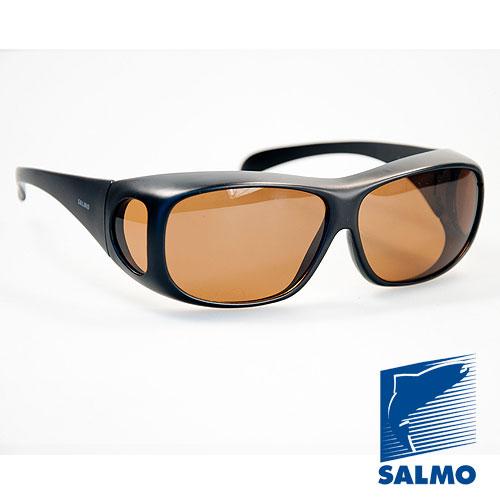 Очки Поляризационные Salmo 23Очки для активного отдыха<br>Очки поляризационные Salmo 23 толщ.линз.1,0мм/мат.опр.поликарбонат <br>Поляризационные очки предохраняют глаза <br>рыболова от инфракрасного излучения солнца. <br>Они снижают солнечные блики от воды, во <br>время рыбалки. Эти очки позволяют рыболову <br>смотреть «сквозь воду» и ловить рыбу целый <br>день против солнца. • Ярлык-тестер, для <br>проверки качества поляризации. • цвет стекол: <br>коричневые упаковка: чехол из ткани.<br><br>Пол: унисекс<br>Сезон: лето