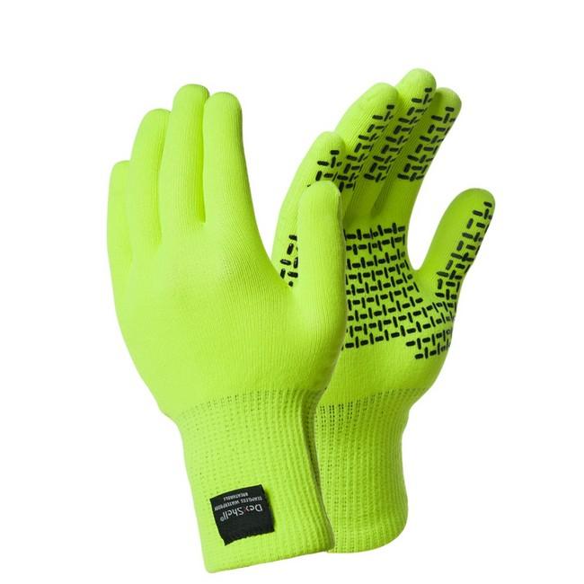Водонепроницаемые перчатки DexShell TouchFit HY Перчатки<br>Описание водонепроницаемых перчаток DexShell <br>TouchFit HY Gloves DG328H: Водонепроницаемые перчатки <br>DexShell TouchFit HY эффективно защищают ваши руки <br>от воды и ветра. На рыбалке, на охоте или <br>в туристическом походе в перчатках DexShell <br>будет тепло и комфортно. Из чего состоят <br>водонепроницаемые перчатки DexShell TouchFit HY <br>Gloves DG328H? &amp;mdash;Главный функциональный слой <br>&amp;mdash; мембрана Porelle®, которая производится <br>в Англии. Именно она делает перчатки DexShell <br>водонепроницаемыми и «дышащими». Работает <br>эластичная и прочная мембрана Porelle® благодаря <br>разнице температур внутри и снаружи перчаток. <br>&amp;mdash;Внутренний слой состоит из влагоотводящего <br>волокна Coolmax®, которое производится американской <br>компанией DuPont на основе полиэстра. Coolmax® <br>обладает антибактериальными свойствами, <br>а особая структура волокна позволяет быстро <br>отводить влагу с поверхности тела - что <br>особенно важно при интенсивных физических <br>нагрузках. &amp;mdash;Внешний нейлоновый слой <br>делает перчатки DexShell устойчивыми к повреждениям, <br>плотными и комфортно прилегающими. Особенность <br>модели DexShell TouchFit HY – специальное защитное <br>покрытие на стороне ладони не позволит <br>перчаткам скользить, даже если внешний <br>слой перчаток намокнет. Характеристики: <br>Внешний слой: 98% износостойкий нейлон, 2% <br>эластан Мембранная вставка: эластичная, <br>водонепроницаемая и дышащая мембрана Porelle® <br>Внутренний слой: 94% влагоотводящее волокно <br>Coolmax®, 4% нейлон, 2% эластан Подбор размера <br>перчаток DexShell: Обхват руки Размер 18-20 см <br>S 20-23 см M 23-25 см L Рекомендации по уходу за <br>перчатками: Как стирать перчатки DexShell: Стирать <br>перчатки необходимо вручную в прохладной <br>воде (не более 40°C). Как сушить перчатки DexShell: <br>Сначала необходимо высушить перчатки вывернутыми <br>наизнанку, а затем - с лицевой 