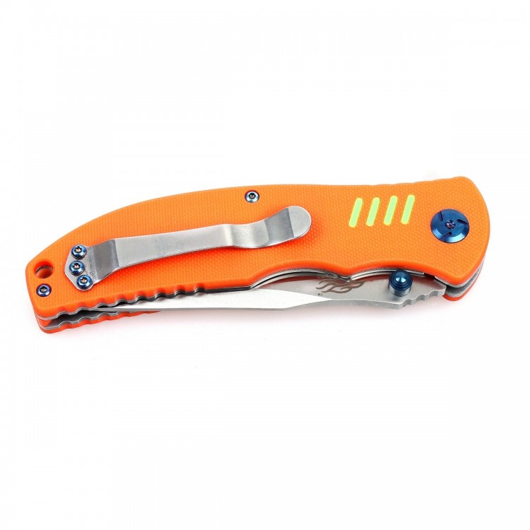 Нож Ganzo G7511 (зеленый, черный, оранжевый) АвантмаркетКарманные ножи<br>Описание ножа Ganzo G7511:Нож Ganzo G7511 изготавливается <br>из наиболее подходящих для полевого использования <br>материалов. Его клинок не ржавеет, поскольку <br>для него выбрана сталь 440С. Этот сплав легко <br>переносит влияние влаги и для ухода за ним, <br>достаточно только протирать нож насухо <br>после выполнения работ. К тому же, такой <br>сплав довольно твердый и сделанный из него <br>нож не нужно будет часто точить.Длина лезвия <br>в модели Ganzo G7511 &amp;mdash; 89 мм. Оно сделано в соответствии <br>с формой Clip-point, а это значит, что нож будет <br>легко не только резать, но и колоть. Чтобы <br>на металле не оставались отпечатки и не <br>были видны мелкие царапины, он отшлифован <br>путем сатинирования. Это метод обработки <br>абразивами, которые оставляют небольшие <br>царапинки, не влияющие на стойкость металла <br>к коррозии. Заточено лезвие изначально <br>гладко &amp;mdash; методом, который позволяет быстрее <br>всего подновить заточку в полевых условиях. <br>Для заказа доступно несколько разновидностей <br>ножей Ganzo G7511, каждый из которых имеет рукоятку <br>своего цвета. Можно выбрать оранжевый, болотно-зеленый <br>или же черный нож. Вид обработки и материалы <br>в каждом случае будут одинаковыми. Они сделаны <br>из стеклопластика с маркировкой G10 с текстурной <br>поверхностью. Это действительно прочный <br>материал, рассчитанный на длительное использование <br>и большие нагрузки. Он хорошо переносит <br>влияние воды, солнца и иных факторов, которые <br>могли бы привести к коррозии других материалов. <br>В рукоятке имеетцся отверстие, чтобы вдеть <br>ремешок для ношения на запястье. Кроме того, <br>производители предусмотрели и такую практичную <br>деталь, как стальная клипса.Что касается <br>безопасности использования ножа, то для <br>этих целей встроен замок Liner Lock. Он является <br>одним из самых надежных и долговечных, выдерживая <br>большие нагрузки и будучи п