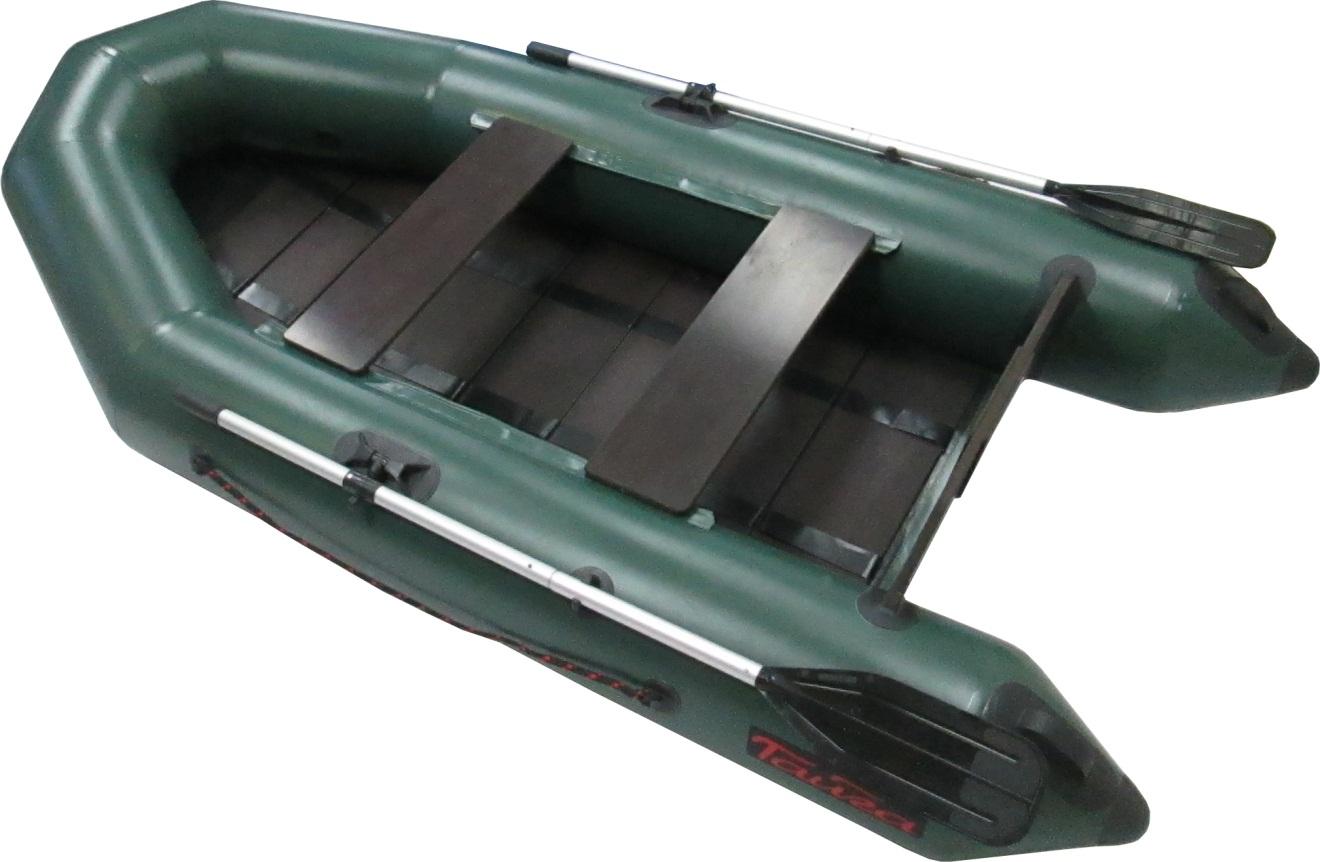 Лодка ПВХ Тайга-270Р (С-Пб)Моторные или под мотор<br>Модель 2017 года. Лодка ТАЙГА-270 – надувная <br>моторная лодка, совмещающая в себе возможности <br>гребных и моторных. У такой лодки имеется <br>жестко вклеенный (стационарный) транец <br>из морской фанеры, толщиной 18 мм.. Лодка <br>легко выходит в глиссирующее положение <br>с моторами малой мощности 4-5 л. 2 отсека, <br>ПВХ ткань плотностью 750 г/м.кв. Шов шириной <br>4 см! Банки изготовлены из фанеры толщиной <br>18 мм. На конусной части баллонов есть удобные <br>ручки для переноски Леерный пояс. РЕЕЧНЫЙ <br>пол, который позволяет очень быстро собирать <br>и разбирать лодку - Сумка-конверт. В стандартную <br>комплектацию входит: - разъемные алюминиевые <br>весла (2 шт.), - фанерное жесткое сиденье-банка <br>(2 шт), - помпа- 5л., - сплошной фанерный настил <br>с алюминиевым H-образным профилем - рем-набор: <br>оригинальный клей, небольшие кусочки ПВХ <br>материала и пластиковый ключ для клапана, <br>- Сумка-конверт. - инструкция по сборке и <br>разборке, хранению, транспортировке надувных <br>лодок, описаны меры по ремонту порезов и <br>проколов в аварийных ситуациях. Сертификация: <br>Каждая надувная лодка «ТАЙГА» соответствует <br>требованиям ТУ 7440-001-89037533-2011 и требованиям <br>нормативных документов по ГОСТ № 21292-89, <br>а надежность использования подтверждена <br>Сертификатом Соответствия Госстандарта <br>России РОСС RU.МП 13.В00693 Гарантии: предприятие <br>гарантирует соответствие комплектации <br>надувной лодки паспортным данным, а также <br>надежную и безопасную эксплуатацию при <br>соблюдении потребителем правил использования <br>установленных в руководстве пользователя <br>к надувной лодке. Материал корпуса лодки <br>– гарантия 5 лет. Клееные швы – 2 года. Остальные <br>компоненты – 1 год. Гарантия не распространяется <br>при несоблюдении правил использования, <br>транспортирования и хранения надувной <br>лодки. Гребные лодки «ТАЙГА» с мотором не <br>требуют регистрации в ГИМС. Габариты упак