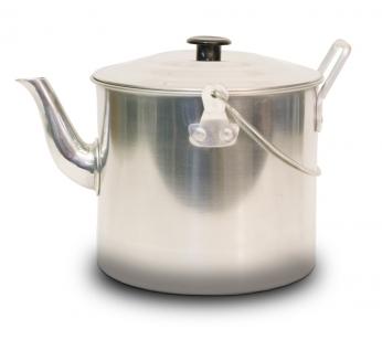 СС-K341 ЧайникЧайники<br>СС-K341 Чайник<br>Чайник Canadian Camper CC-K341 выполнен из высококачественной <br>нержавеющей стали. Имеет компактный дизайн, <br>благодаря чему он замечательно подходит <br>для использования как дома, так и на выезде. <br>Оснащен ручкой и складной дугой для подвешивания <br>над костром. <br>- Диаметр чайника (без учета носика и ручки) <br>16,5 см<br>- Высота чайника 14 см<br>- Объем 3,41 л<br>- Складывающаяся ручка <br>- Алюминиевый корпус<br>