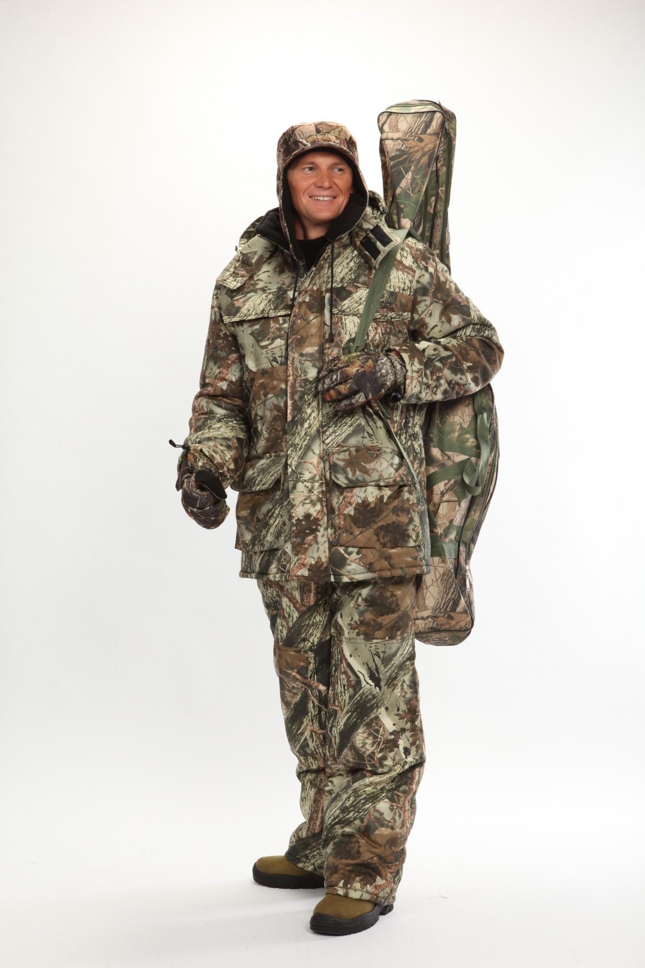 Костюм мужской Вепрь зимний кмф алова Костюмы утепленные<br>Камуфлированный универсальный костюм <br>для охоты, рыбалки и активного отдыха при <br>низких температурах. Состоит из удлиненной <br>куртки и полукомбинезона. Куртка: • Центральная <br>застежка на молнии с ветрозащитной планкой <br>на кнопках. • Отстегивающийся и регулируемый <br>капюшон. • Регулируемая кулиса по линии <br>талии. • Нижние и верхние многофункциональные <br>накладные карманы с клапанами на контактной <br>ленте и на молнии. • Усиление в области <br>локтей. • Трикотажные манжеты по низу рукавов. <br>Полукомбинезон: • Высокая грудка и спинка. <br>• Центральная застежка на молнию. • Талия <br>регулируется эластичной лентой. • Регулируемые <br>бретели, • Верхние боковые карманы<br><br>Пол: мужской<br>Сезон: зима<br>Цвет: серый<br>Материал: Алова 100% полиэстер