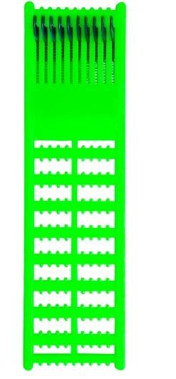 Поводочница пружинная на 20 поводковПоводки<br>Отличительным плюсом поводочницы является <br>наличие пружин, которые обеспечивают удобное <br>хранение поводков любой длины. За счет сжатия/разжатия <br>пружин поводки всегда будут натянуты и <br>не будут соскальзывать с фиксирующих колышков <br>из-за недостаточного натяжения. С каждой <br>стороны этой поводочницы есть по 10 черных <br>выступов, за которые цепляется крючок и <br>леска натягивается вокруг поводочницы. <br>Петелька поводка цепляется за любой из <br>многочисленных выступов и при нехватке <br>длины петли до какого-либо из фиксирующих <br>колышков достаточно лишь сжать пружину <br>до необходимого размера, чтобы петелька <br>поводка дотянулась до колышка-зацепа Размер: <br>22 х 6 х 1,5 см.<br>