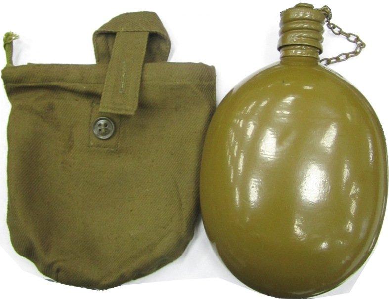 Фляга армейская с чехломФляги<br>Фляга армейская очень удобна для охотника <br>и рыболова, в любом походе, для отдыха на <br>природе, для пейнтболистов и страйкболистов, <br>для туристов. В солдатской фляжке долго <br>не портится вода, фляжка также не боится <br>размерзания, в ней можно кипятить воду на <br>открытом огне (что жизненно важно для здоровья <br>в походах). В утепленном чехле зимой – не <br>замерзает, в мокром чехле летом – остужает <br>воду (по законам физики). Также привязанная <br>к веревке, может использоваться как якорь, <br>как поплавок, как кошка, как опреснитель <br>и дистиллятор при нехватке чистой питьевой <br>воды, и многого-многого другого, применяя <br>русскую смекалку! Цельнотянутый пищевой <br>алюминий. Очень легкий и прочный.<br>