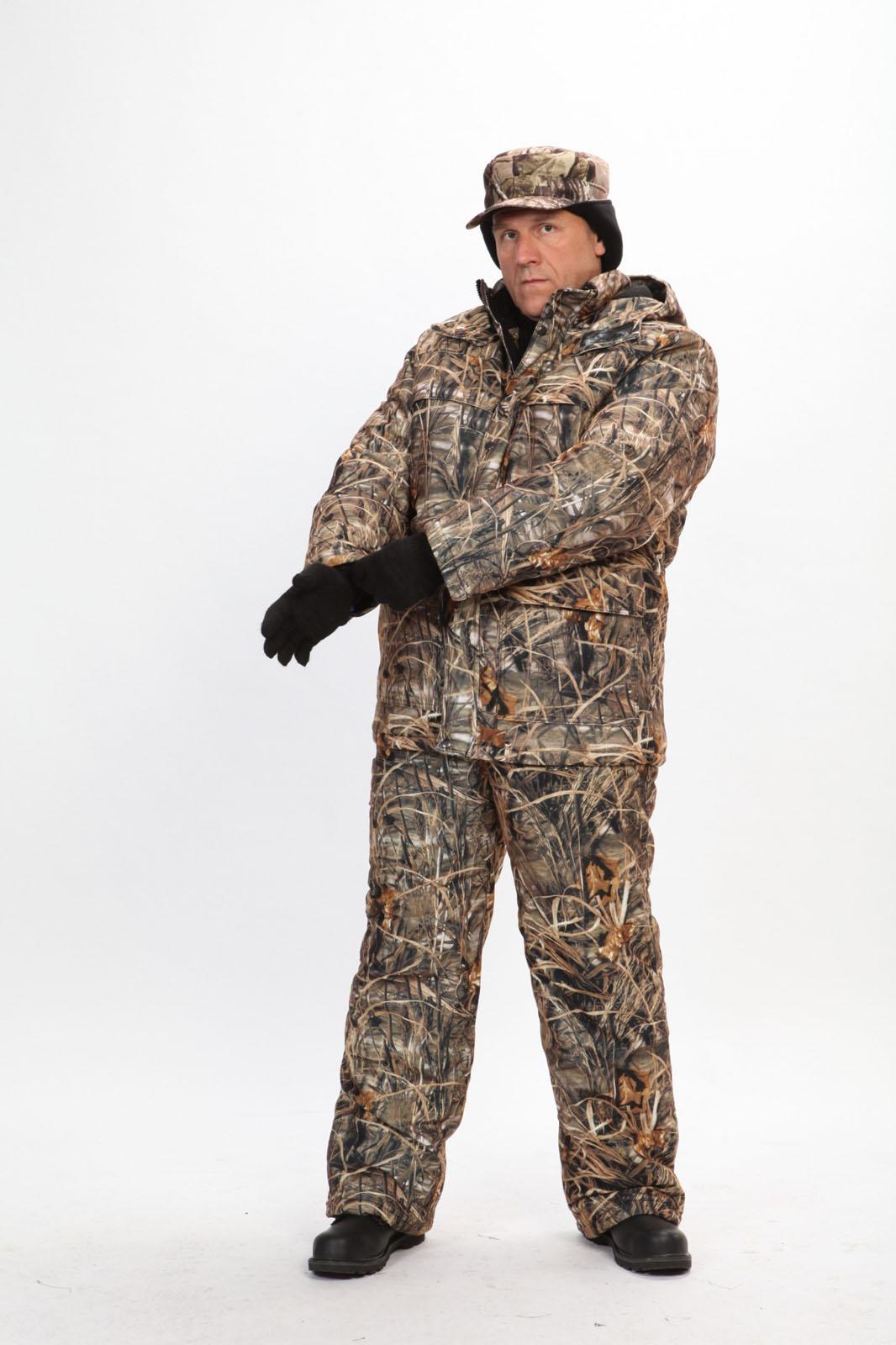 Костюм мужской Вепрь зимний кмф алова Костюмы утепленные<br>Камуфлированный универсальный костюм <br>для охоты, рыбалки и активного отдыха при <br>низких температурах. Состоит из удлиненной <br>куртки и полукомбинезона. Куртка: • Центральная <br>застежка на молнии с ветрозащитной планкой <br>на кнопках. • Отстегивающийся и регулируемый <br>капюшон. • Регулируемая кулиса по линии <br>талии. • Нижние и верхние многофункциональные <br>накладные карманы с клапанами на контактной <br>ленте и на молнии. • Усиление в области <br>локтей. • Трикотажные манжеты по низу рукавов. <br>Полукомбинезон: • Высокая грудка и спинка. <br>• Центральная застежка на молнию. • Талия <br>регулируется эластичной лентой. • Регулируемые <br>бретели, • Верхние боковые карманы<br><br>Пол: мужской<br>Размер: 44-46<br>Рост: 182-188<br>Сезон: зима<br>Цвет: коричневый<br>Материал: Алова (100% полиэстер) пл. 225 г/м.кв - трикот.полотно