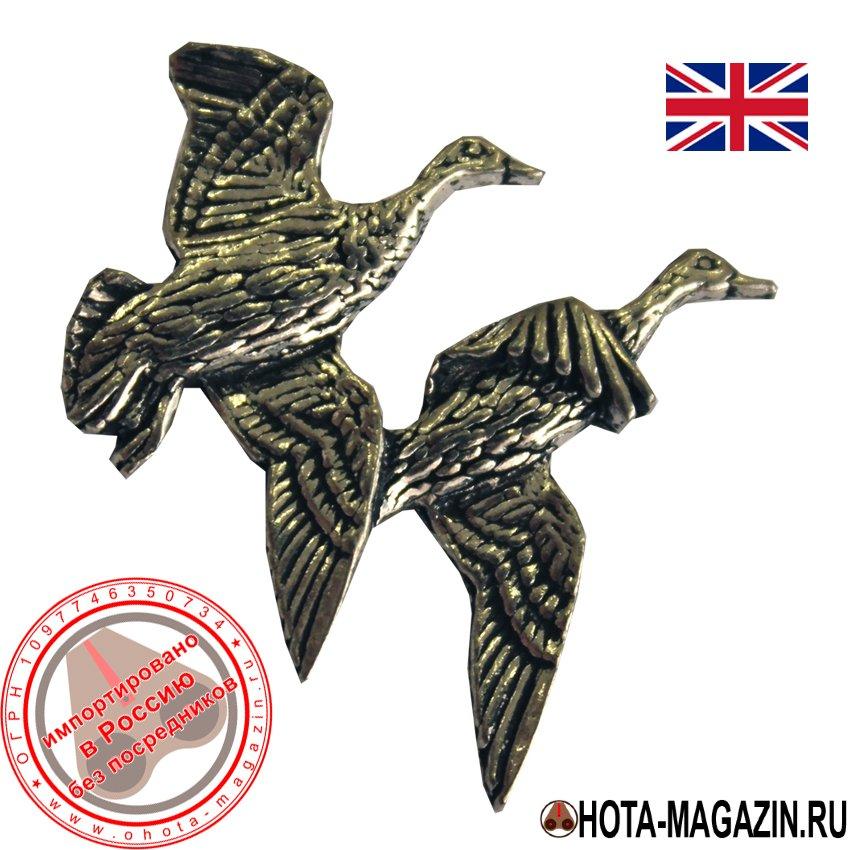 Значок с изображением пары уток APORTЗначки с изображением птиц<br>Классическая брошь ручной работы с изображением. <br>Легко крепится к одежде или головному убору, <br>а также изящно смотрится на сумках и чехлах <br>для оружия.<br>