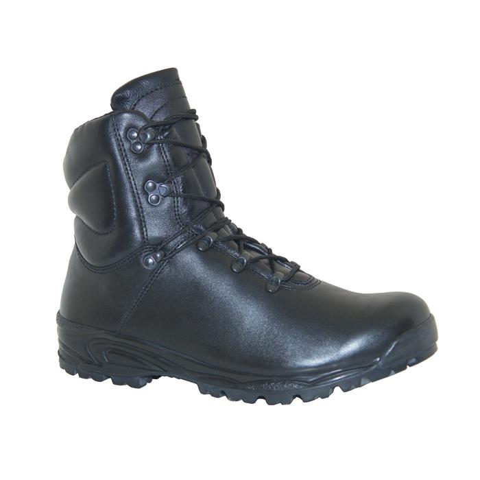 Ботинки штурмовые Бутекс Мангуст черные Берцы<br>Зимние ботинки на двухслойной (ПУ +резина) <br>подошве клеевого метода крепления. Ботинки <br>изготовлены из гладкой натуральной хромовой <br>кожи толщиной 1,6 мм. В качестве утеплителя <br>используется мембрана «TE-POR»(Италия) . Носочная <br>и пяточная часть ботинка для сохранения <br>формы продублированы термопластическим <br>материалом. На верхней части берца крючки <br>для быстрой шнуровки. Глухой клапан препятствует <br>попаданию внутрь ботинка посторонних предметов <br>и снега. Данная модель пользуется успехом <br>у молодёжи и у людей, увлекающихся активными <br>видами отдыха на природе.<br><br>Пол: мужской<br>Размер: 40<br>Сезон: зима<br>Цвет: черный