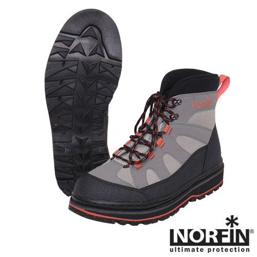 Ботинки Забродные Norfin (40, 91243-40)Ботинки для активного отдыха<br>Ботинки забродные Norfin, мат.нейлон Новая <br>модель забродных ботинок в современном <br>дизайне. Обувь хорошо облегает и фиксирует <br>ногу, легкая и удобная в носке. Ботинки изготовлены <br>из специальных качественных материалов: <br>нейлона, резины и неопрена . • Легкий вес <br>• Резиновая подошва<br><br>Пол: мужской<br>Размер: 40<br>Сезон: лето<br>Цвет: серый