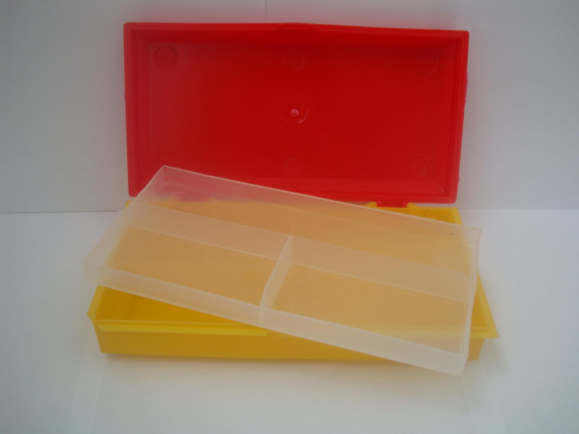 Коробка для снастей пластиковая (большая) Коробки для приманок<br>Коробка для снастей пластиковая для рыболовных <br>мелочей. Имеет второю съемную полку.<br>
