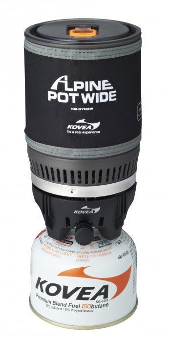 Горелка газовая Kovea Alpin Pot WIDE KB-0703WГорелки<br>Газовая горелка Kovea KB-0703W Alpne Pot Wide - интегрированная <br>система для приготовления пищи в экстремальных <br>условиях. Это аналог уже нашумевшей и известной <br>во всем мире системы Jetboil PCS. Такого количества <br>плюсов не найдется ни в каком другом комплекте <br>горелка + кастрюля. Основная идея заключается <br>в специальном теплообменнике, который приварен <br>ко дну кастрюли и в два раза более эффективно <br>передает тепло от пламени. Благодаря этому <br>1 литр воды закипает через 3 минуты при вдвое <br>меньшей мощности горелки. Малая мощность <br>газовой горелки делает ее работу стабильной <br>в зимнее время, поскольку баллон меньше <br>замерзает, и легче поддерживается мощность. <br>А также вдвое уменьшается расход газа при <br>том же времени кипячения воды. Пламя не <br>задувается ветром, т.к. находится внутри <br>устройства. Теплопотери ничтожны. Прозрачная <br>крышка позволяет контролировать момент <br>закипания воды, а выдвигающийся за пределы <br>кастрюли регулятор мощности дает возможность <br>выключить горелку, даже если кипяток уже <br>хлещет через край. Систему можно держать <br>в руках, даже когда в ней закипает вода. <br>Неопреновый чехол позволяет брать ее голыми <br>руками, хотя у системы очень удобные складные <br>ручки, которые прочно приварены к корпусу <br>кастрюли и позволяют аккуратно перелить <br>кипяток в кружку. Горелка с газовым баллоном <br>жестко крепится к кастрюле, что позволяет <br>держать систему в руках даже во время ходьбы <br>или подвесить в машине, на скале, в палатке <br>или на яхте. И готовить, не останавливаясь <br>на привал. По окончании приготовления пищи <br>все части системы компактно складываются <br>в собственную кастрюлю, предоставляя для <br>упаковки единый, не разваливающийся и не <br>гремящий, предмет. Система может применяться <br>абсолютно везде и всегда… И зимой, и летом <br>она пригодится альпинистам и туристам, <br>рыбакам и охотникам, яхтсме
