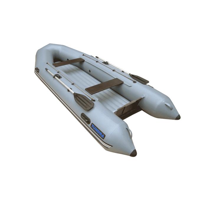 Лодка ПВХ Тундра-380 (С-Пб) (цвет серый)Моторные или под мотор<br>Моторно-гребная лодка с НДНД (Надувное <br>дно низкого давления). Модель представлена <br>в двух размерах 325 мм и 380 мм. Выполнена из <br>ткани плотностью 750 гр.на кв.м. Сочетает <br>в себе преимущества гребных лодок с НДНД <br>и моторных с жестким днищем и транцем. Расположение <br>транца над днищем защищает его от повреждений <br>на мелководье. Что бы использовать эту лодку <br>на мелководье можно установить водомет, <br>но только на специальную насадку на транец. <br>Длина, мм 3800 Длина кокпита, мм 2570 Ширина, <br>мм 1550 Ширина кокпита, мм 650 Диаметр баллона, <br>мм 450 Пассажировместимость, чел. 4 Грузоподъемность, <br>кг 450 Количество отсеков 3+1 Рекомендуемая <br>Мощность мотора, Л.С. 10 Мах. Мощность мотора, <br>Л.С. 25 Масса изделия в комплекте, кг 32 Комплектация: <br>Вклеенное надувное дно (НДНД) Разъемные <br>алюминиевые весла Фанерные сиденья (банки) <br>2 шт. на сдвижном крепеже Помпа-насос 5 л <br>Рем-набор Габариты упаковки, м: 0,85 х 0,70 х <br>0,15<br>