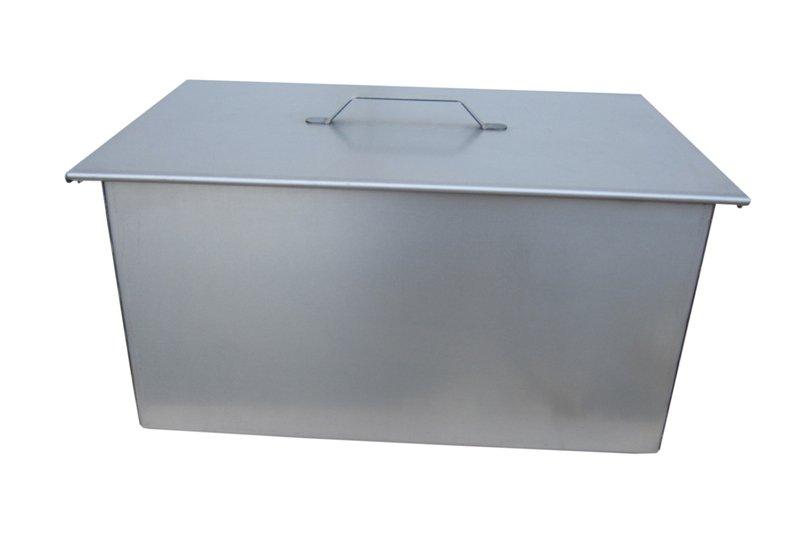 Коптильня двухъярусная 450х280х240 (К.001) ТОНАРКоптильни<br>Универсальная коптильня для горячего копчения <br>сала, мяса, рыбы и дичи на открытом воздухе. <br>Коптильня выполнена из листовой высокопрочной <br>стали толщиной – 1,5 мм, что значительно <br>увеличивает ее прочностные характеристики. <br>Оптимально рассчитанный объем коптильни, <br>2 уровня решеток для готовки продуктов позволяют <br>экономно расходовать щепу и добиться превосходных <br>результатов копчения. Съемный поддон предназначен <br>для сбора жира и жидкости, стекающей с продукта <br>в процессе копчения. Габаритные размеры <br>коптильни: длина 450 мм, ширина 280 мм, высота <br>240 мм. Масса – 9,6 кг.<br>