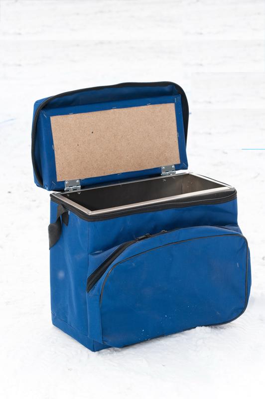 Ящик алюминиевый в сумке (23 л) (Стэк)Ящики рыболова<br>Ящик алюминиевый с сумкой Предназначен <br>для хранения рыболовных снастей. Изготовлен <br>из алюминиевого листа толщиной 0,1 мм и помещен <br>в сумку из плотной ткани. Вес: 2,7 кг. Габариты: <br>33х39х18 см. Объем: 0,04 м3.<br>