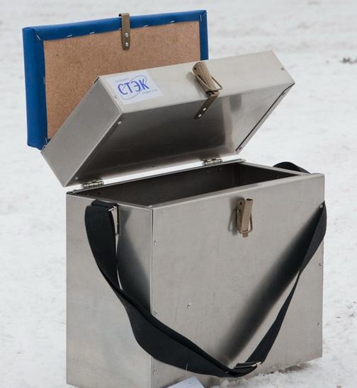 Ящик алюминиевый 2-х секционный (28 л) (Стэк)Ящики рыболова<br>Ящик алюминиевый 2-х секционный Предназначен <br>для хранения рыболовных снастей. Изготовлен <br>из алюминиевого листа толщиной 0,1 мм. Вес: <br>2,6 кг. Габариты: 40х39х18 см. Объем: 0,03 м3.<br>