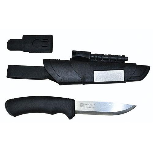 Нож Универсальный В Пластиковых Ножнах Ножи<br>Нож универс. в пласт. ножнах MoraKNIV BUSHCRAFT SURVIVAL <br>блистер дл.лез.109мм/ст.нерж;./толщ.лезв 2,5мм/рук.пласт/ножн.пласт./уп-ка <br>5 шт, блистер BUSHCRAFT SURVIVAL-нож с острейшим клинком, <br>огниво и заточной брусок в одном комплекте. <br>Клинок изготовлен из нержавеющей стали, <br>прочен и стоек в течении длительного времени, <br>его длина 106 мм. Обух клинка изготовлен специально <br>для использования его с огнивом. На ножнах <br>установлен алмазный заточной брусок, что <br>позволяет легко подправить лезвие. К комплекте <br>ножа две клипсы для различного крепления.<br>