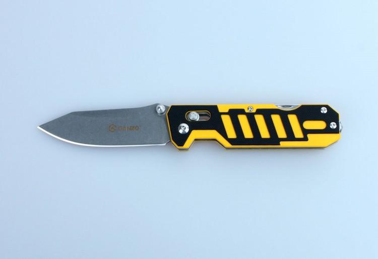 Нож Ganzo G735 (черный, зеленый, оранжевый, черно-желтый) Ножи<br>Описание Ganzo G735: Компания Ganzo презентовала <br>мультифункциональный нож Ganzo G735 с расширенным <br>набором инструментов, который ориентирован <br>на спасателей и всех любителей экстремальных <br>видов спорта и отдыха на природе. Впрочем, <br>рыбакам и охотникам он тоже будет интересен. <br>Клинок ножа, как и другие инструменты, изготовлен <br>из качественной нержавеющей стали с маркировкой <br>440С. Это нержавеющая сталь с высоким уровнем <br>антикоррозийных свойств. Твердость закалки <br>сплава составляет +-58HRC. Таким образом, эта <br>сталь долго держит острую заточку режущей <br>кромки и может использоваться в условиях <br>повышенной влажности. Лезвие ножа получило <br>гладкую заточку Plain, которая считается универсальной <br>и подходит практически для любых видов <br>работ. Гладко заточенный нож делает ровные <br>и максимально аккуратные разрезы. Клинок <br>удерживается в выбранном положении за счет <br>встроенного замка Axis-Lock. Это штифтовой механизм, <br>который исключает вариант случайного срабатывания <br>даже в том случае, если нож находится под <br>нагрузкой. Важным моментом является то, <br>что этот замок нужно периодически чистить <br>и не допускать забивания внутрь грязи. Помимо <br>клинка, нож Ganzo G735 располагает также дополнительными <br>инструментами. В торцевой части рукоятки <br>расположен стеклобой, а кроме того, в нее <br>встроена открывалка для бутылок и консервных <br>банок, с инструментом, который зачищает <br>провода, и резак для веревок, ремней и строп. <br>С их помощью вы легко справитесь с задачами, <br>которые могут возникнуть в чрезвычайной <br>ситуации, а также легче выполните некоторые <br>стандартные виды работ во время пребывания <br>за городом. Рукоятка данной модели ножа <br>такая же практичная и долговечная, как и <br>остальные его детали. Для нее используются <br>накладки из композитного материала G10, который <br>представляет собою соединение стекл