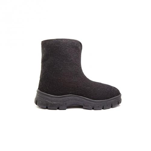 Ботинки суконные (Неизвестная характеристика)Валенки, унты<br>Назначение: модель для защиты от пониженных <br>температу𠶶<br><br>Пол: мужской<br>Сезон: зима<br>Цвет: черный