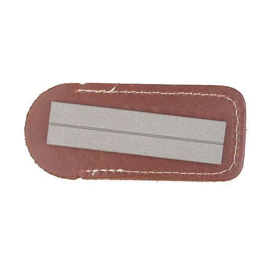 Брусок Точильный Алмазный Mora Diamond Sharpener Дополнительные аксессуары<br>Брусок точильный алмазный MoraKNIV DIAMOND SHARPENER <br>36 FINE блистер толщ.25мм/дл.101мм/мелкозер.600/чех.кож/блистер <br>1шт MORA DIAMOND SHARPENER 36 FINE- алмазный точильный <br>брусок для ножей, топоров(мелкозернистый <br>600) Поставляется в кожаном чехле<br>