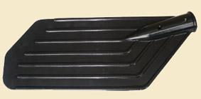 Лопасть весла пласт. (Клюшка) ЛВ-02 (Барнаул)Весла<br>Изготовленная из полиэтилена лопасть весла <br>имеет массу всего 190 граммов, длину 360 мм <br>и ширину 140 мм, при этом ее толщина составляет <br>не менее 3 мм, что обеспечивает высокую жесткость <br>лопасти. Специально разработанная конструкция <br>включает упрочнительное кольцо в месте <br>стыковки, семь ребер жесткости и три крепежных <br>отверстия. Основные преимущества данной <br>конструкции по сравнению со стандартными <br>лопастями: 1. Наименьшая погружаемость цевья <br>весла обеспечивает эффективную греблю <br>с приложением минимума усилий. 2. При перемещении <br>по заросшим водоемам растительность не <br>наматывается на весло. Внимание! Посадочное <br>место лопасти весла имеет лыску, предотвращающую <br>проворот цевья.<br>