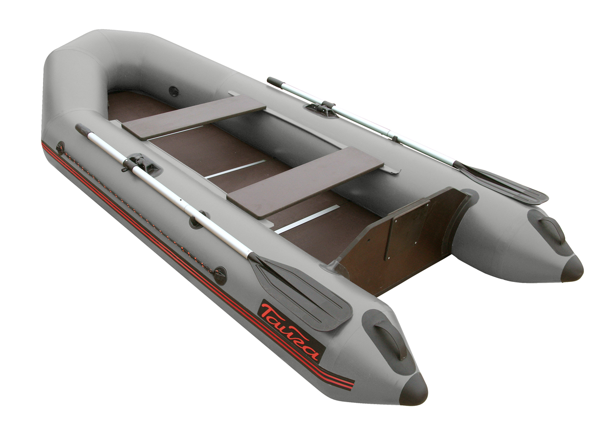 Лодка ПВХ Тайга-290 (под мотор 5 л.с) (С-Пб) Моторные или под мотор<br>Лодка ТАЙГА-290 – надувная моторная лодка, <br>совмещающая в себе возможности гребных <br>и моторных. У такой лодки имеется жестко <br>вклеенный (стационарный) транец из морской <br>фанеры, толщиной 18 мм.. Лодка легко выходит <br>в глиссирующее положение с моторами малой <br>мощности 4-5 л. Сборка-разборка занимает <br>не более 10-15 минут. - Лодка «ТАЙГА» состоит <br>из одного замкнутого баллона, разделенного <br>перегородками на 2 отсека, что позволит <br>лодке остаться на плаву даже при случайном <br>проколе баллона. - Корпус лодки «ТАЙГА» <br>изготавливается из 5-ти слойной ткани ПВХ <br>корейского производства MIRASOL, являющейся <br>одной из лучших на рынке. Используется ткань <br>плотностью 750 г/м.кв. Реальный срок службы <br>лодки из ПВХ составляет больше 15 лет. Лодки <br>из ПВХ не требуют специальной обработки <br>после использования и на период хранения. <br>- швы лодки соединены современным методом <br>«горячей сварки». Ткань соединяется встык, <br>с проклейкой с двух сторон лентами из основного <br>материала шириной 4 см на специальной машине. <br>Для склейки применяется клей на полиуретановой <br>основе, который, вступая в химический контакт <br>с материалом склеиваемых поверхностей, <br>соединяется с тканью на молекулярном уровне <br>и получается единое полотно. - раскрой материала <br>для лодок «ТАЙГА» производится с использованием <br>современной вычислительной техники, в результате <br>чего человеческий фактор сведен к минимуму, <br>что гарантирует идеальную геометрию лодки <br>и исключает возможность брака. - по бортам <br>внутри корпуса для банок установлена система <br>«Ликтрос - Ликпаз», основным преимуществом <br>которой является подвижность. что позволяет <br>удобно разместится в лодке людям разной <br>весовой категории. Банки изготовлены из <br>фанеры толщиной 18 мм. - в носовой части баллона <br>установлен профессиональный буксировочный <br>рым с полукольцом для буксир