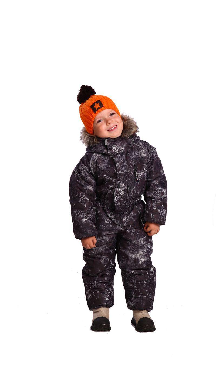 Комбинезон зимний детский Снеговик (152)Комбинезоны утепленные<br>Комбинезон зимний облегченный для активного <br>отдыха и подвижных игр. - на комбинезоне <br>удобный нагрудный накладной карман на молнии <br>и нижние боковые прорезные карманы на молнии; <br>- центральная застежка на молнию, закрытую <br>ветрозащитной планкой; - воротник-стойка <br>с пристегивающимся на кнопки капюшоном; <br>- край капюшонас опушкой пристегивающейся <br>на кнопки, стягивается шнуром с фиксаторами; <br>- объем по линии талии регулируется кулисой <br>с резиновой тесьмой; - рукава с напульсниками <br>из трикотажного полотна; - брюки комбинезона <br>с наколенниками и накладками на задних <br>половинках; - низ брюк комбинезона со шлицами <br>на молнии; - в швах втачивания рукавов и <br>в капюшоне расположен светоотражающий <br>кант; - количество карманов - 4. ткань верха: <br>таслан, ПЭ подкладка: таффета, Cosmo-heat утеплитель: <br>шелтер 200 гр/м2 водонепроницаемость: 2000 мм <br>паропроницаемость: 1000 г/м2/24 часа Температурный <br>режим: от -5 до -15°С<br><br>Рост: 152<br>Сезон: зима<br>Цвет: камуфляжный<br>Материал: Taslan (100% полиэфир), пл. 110гр/м2