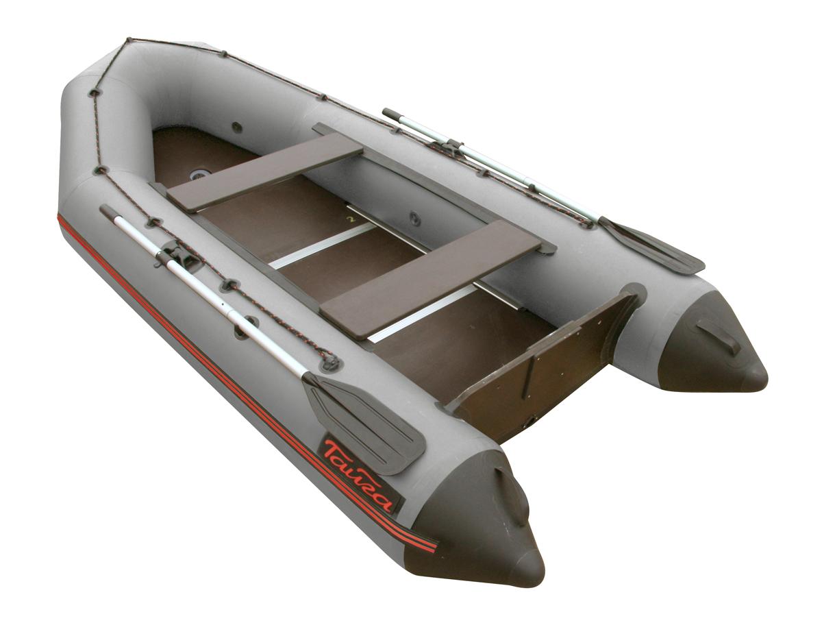 Лодка ПВХ Тайга-320 Киль (С-Пб) (цвет серый)Моторные или под мотор<br>Лодка ТАЙГА-320 Киль – надувная моторная <br>лодка с килем, совмещающая в себе возможности <br>гребных и моторных. Киль - для придания лодке <br>курсовой устойчивости. У такой лодки имеется <br>жестко вклеенный (стационарный) транец <br>из морской фанеры, толщиной 18 мм. на который <br>крепится мотор до 10 л.с.. Тайга Т-320 имеет <br>жёсткий пол с боковым усилением стрингерами. <br>Лодка упаковывается в сумку и в упакованном <br>виде легко размещается в багажнике автомобиля <br>вместе с подвесным мотором. - Лодка «ТАЙГА» <br>состоит из одного замкнутого баллона, разделенного <br>перегородками на 2 отсека, что позволит <br>лодке остаться на плаву даже при случайном <br>проколе баллона. - Корпус лодки «ТАЙГА» <br>изготавливается из 5-ти слойной ткани ПВХ <br>корейского производства MIRASOL, являющейся <br>одной из лучших на рынке. Используется ткань <br>плотностью 750 г/м.кв. Реальный срок службы <br>лодки из ПВХ составляет больше 15 лет. Лодки <br>из ПВХ не требуют специальной обработки <br>после использования и на период хранения. <br>- швы лодки соединены современным методом <br>«горячей сварки». Ткань соединяется встык, <br>с проклейкой с двух сторон лентами из основного <br>материала шириной 4 см на специальной машине. <br>Для склейки применяется клей на полиуретановой <br>основе, который, вступая в химический контакт <br>с материалом склеиваемых поверхностей, <br>соединяется с тканью на молекулярном уровне <br>и получается единое полотно. - раскрой материала <br>для лодок «ТАЙГА» производится с использованием <br>современной вычислительной техники, в результате <br>чего человеческий фактор сведен к минимуму, <br>что гарантирует идеальную геометрию лодки <br>и исключает возможность брака. - по бортам <br>внутри корпуса для банок установлена система <br>«Ликтрос - Ликпаз», основным преимуществом <br>которой является подвижность. что позволяет <br>удобно разместится в лодке людям разной <br>весов
