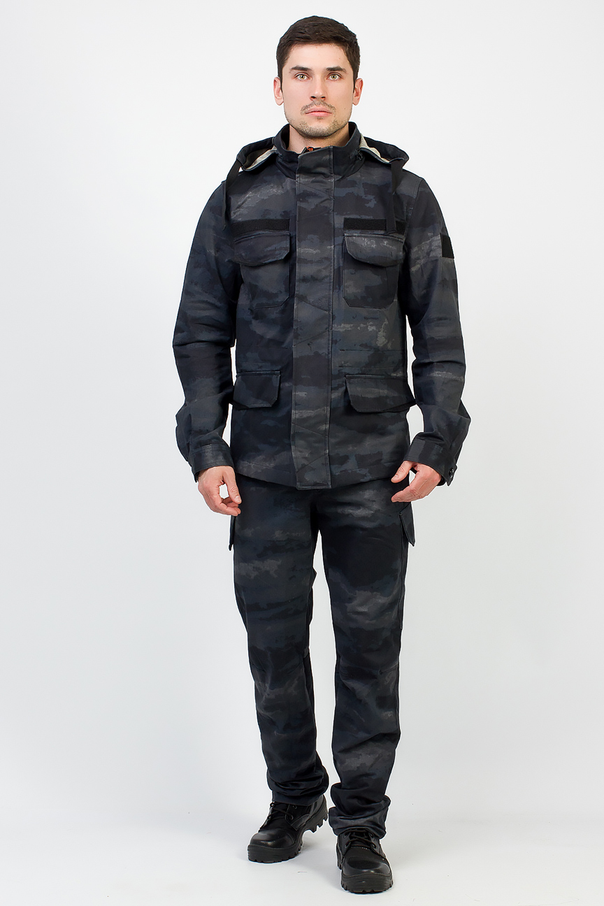 Костюм Keeper (Хлопок/Серо-черный) TRITON (52-54/170-176)Костюмы неутепленные<br>добный универсальный костюмKeeper, состоит <br>из куртки и брюк. Легкий не стесняющий движения, <br>изготовленный из качественного материала <br>со 100% хлопком и с поверхностной плотностью <br>245 г/м2. Такая ткань крепкая, с хорошей степенью <br>воздухопроницаемостью, гарантированно <br>обеспечит максимум комфорта при занятии <br>любимым увлечением. Цвет и рисунок ткани <br>несут защитную функцию. Костюм среднего <br>объёма. Куртка: 1) Куртка среднейй длинны; <br>2) У куртки центральная застёжка-молния <br>закрытая ветрозащитной планкой с потайными <br>пуговицами; 3) 4 кармана; 4) Съёмный капюшон <br>съемный и регулируется по объёму шнурком <br>с фиксаторами; 5) Анотомический крой рукава; <br>6) По талии и низу куртки имеются внутренние <br>кулисы с регулировкой объёма шнурком; 7) <br>Погоны на плечах; 8) Низ рукава регулируется <br>по объёму хлястиком с контактной лентой; <br>Брюки Брюки: 1) Брюки с поясом и шлёвками <br>для ношения ремня; 2) В поясе имеется потайнная <br>регулировка ширины талии; 3) Застёжка-гульфик <br>на молнии с пуговицей; 4) Низ брюк регулируется <br>хлястиком с контактной лентой; 5) 10 карманов. <br><br><br>Пол: мужской<br>Размер: 52-54<br>Рост: 170-176<br>Сезон: демисезонный<br>Цвет: серый