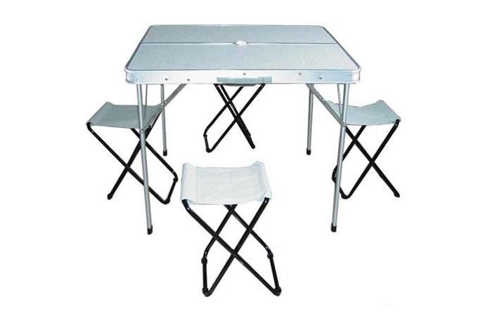 Набор Woodland Picnic Table Set Luxe, стол и стулья, 85 Набор мебели<br>МОДЕЛЬ: Picnic Table Set МАТЕРИАЛЫ: Алюминий МДФ <br>РАЗМЕР: 85 x 82.5 x 70 см. ВЕС: 7,4 кг. Компактная <br>складная конструкция. Прочный алюминиевый <br>каркас. Материал столешницы - МДФ. Удобная <br>ручка для переноски. В комплекте 4 стальных <br>кемпинговых стула. Максимально допустимая <br>нагрузка 30 кг.<br>