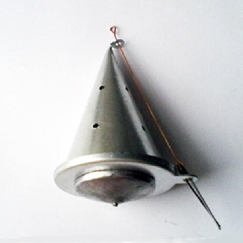 Кормушка Зим. Огруж. Конус Малая Метал. Кормушки<br>Кормушка зимняя КОНУС малая металл метал./вес185г/разм.90х64(мм) <br>Кормушки для прикармливания рыбы со льда. <br>Замок-пружинка позволяет выгрузить кормушку <br>на любой глубине - компактно рассыпая прикормку <br>на дне или рассыпая её на большое расстояние <br>в толще воды.<br><br>Сезон: зима