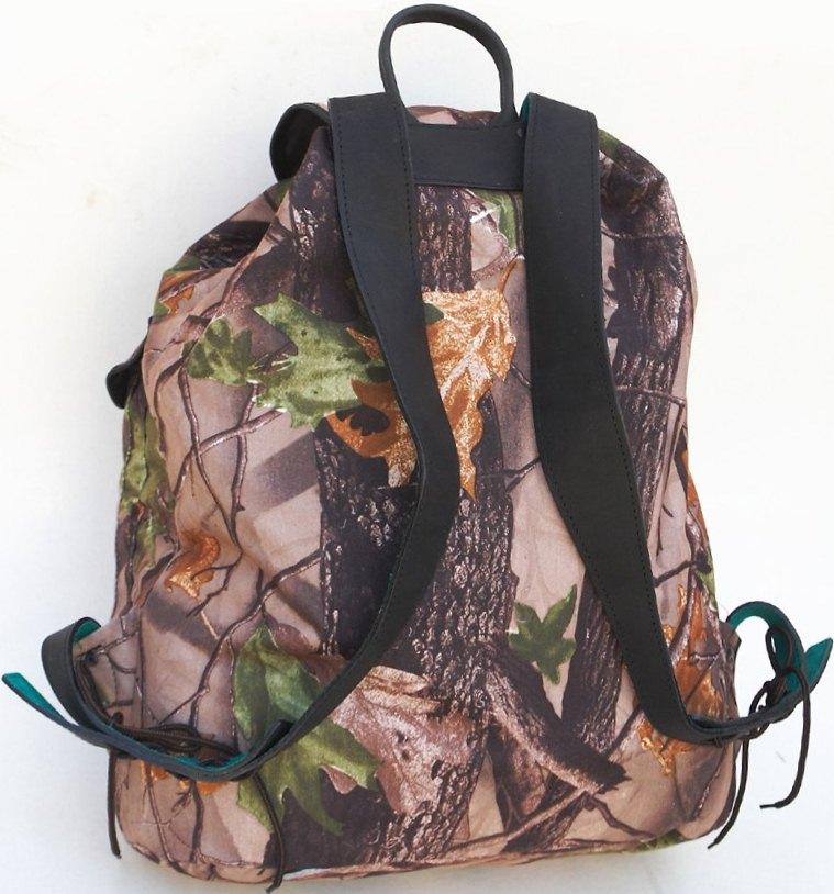 Рюкзак «Лес» ХСН (с кожанной отделкой)Рюкзаки<br>Удобная, всесезонная модель, неоднократно <br>испытанная и хорошо зарекомендовавшая <br>себя среди охотников, рыбаков и начинающих <br>туристов. Выполнен из непромокаемого материала. <br>Объем 20 литров. Особенности: - удобная ручка; <br>- анатомические лямки; - наружный и боковые <br>карманы; - плечевые лямки изготовлены из <br>кожи.<br><br>Пол: унисекс<br>Сезон: все сезоны<br>Цвет: коричневый<br>Материал: Ткань дублированная Алова + ткань Oxford
