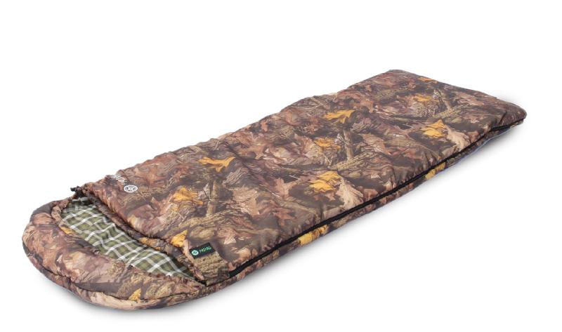 Спальный мешок PRIVAL Привал КМФ (75 см, капюшон, Спальники<br>Спальный мешок Привал – незаменимая модель <br>для комфортного отдыха в межсезонный период. <br>Удобное, практичное одеяло с капюшоном, <br>изготовленное с применением высококачественного <br>наполнителя ФАЙБЕРПЛАСТ, прекрасно сохранит <br>тепло. Специальная застежка на капюшоне <br>защитит лицо от проникновения холодного <br>воздуха. Общие характеристики Назначение <br>Охота, рыбалка, отдых на природе Тип спального <br>мешка Одеяло с капюшоном Сезонность Межсезонный; <br>Упаковка Упаковочный мешок Удобства Возможность <br>состегивания есть Наличие карманов есть <br>Защита от заедания молнии есть Подголовник <br>нет Капюшон есть Температуры и защита Экстремальная <br>температура - 10°С Нижняя температура комфорта <br>-2°С Верхняя температура комфорта +10°С Утепляющая <br>планка молнии: Есть; Утепляющий воротник: <br>Есть; Материалы Материал внешней ткани <br>Poly Dewspa Материал внутренней ткани Смесовая <br>(35%х/б, 65% полиэстр) Наполнитель файберпласт <br>Количество слоев наполнителя 2 * 200 гр./м? <br>Молния №6; Разъёмная двухязычковая Размеры <br>и вес Вес 1,9 кг Длина 220 см Ширина 75 см Размеры <br>в свернутом виде (ДхШхВ) 47x37х30 см Цвет Серый/Зеленый; <br>Камуфляж<br><br>Сезон: зима