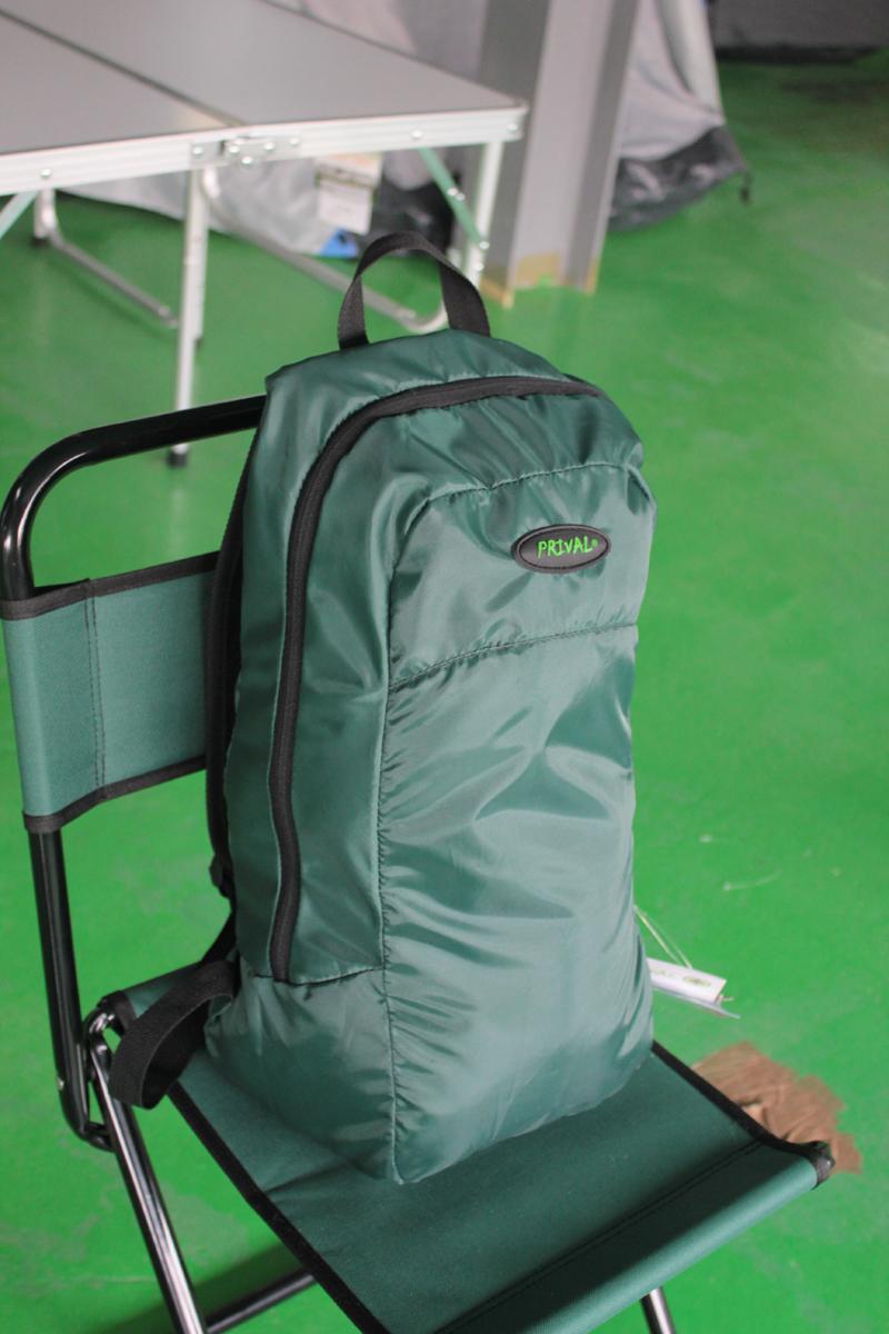 Рюкзак Карманный PRIVAL (темно-зеленый)Рюкзаки<br>Многофункциональный рюкзак «Карманный» <br>(Prival) - небольшой, практичный рюкзак разработан <br>в качестве запасного в различных ситуациях, <br>когда требуется разместить дополнительный <br>груз. Может быть использован как в городских <br>условиях, так и в путешествиях. Рюкзак легко <br>сворачивается в компактную сумку, которая <br>не займет много места в основном багаже. <br>В сумку вшита ременная стропа для удобства <br>переноски. Рюкзак выполнен из непромокаемой <br>ткани, имеет 1 внутренний карман для мелочей, <br>регулируемые лямки, ручку для переноски. <br>Характеристики Исполнение: Мягкий Лямок: <br>2 шт Тип: унисекс Высота: 43 см Ширина: 26 см <br>Толщина: 19 см Размер в сложенном виде: 15 <br>х 12 см Объём: 18 литров Грузоподъёмность: <br>до 30 кг Цвет: темно-зеленый<br><br>Пол: унисекс