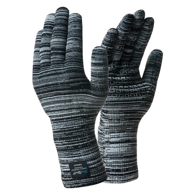 Водонепроницаемые перчатки DexShell Alpine Contrast Перчатки<br>Описание водонепроницаемых перчаток DexShell <br>Alpine Contrast Gloves DG320: Перчатки Waterproof Alpine Contrast <br>Gloves — это надежная защита рук сразу от холода <br>и от воды. Это теплые полностью водонепроницаемые <br>перчатки, которые предназначены для людей, <br>которые вынужденны в холодное время года <br>подолгу контактировать с водой или пребывать <br>в условиях высокой влажности. Это касается <br>работников дорожных, патрульных, таможенных <br>или спасательных служб, коммунальных работников, <br>а также рыбаков, охотников, туристов. Ведь <br>если руки будут мокрыми, их сложно согреть <br>и, более того, существует риск обморожений. <br>Избежать таких неприятностей и поддерживать <br>комфорт для рук в любых условиях помогут <br>водонепроницаемые перчатки Waterproof Alpine Contrast <br>Gloves. Из чего состоят водонепроницаемые <br>перчатки DexShell Alpine Contrast Gloves DG320? Принцип их <br>действия основан на использовании качественной <br>английской мембраны Porelle®. Именно из нее <br>пошит средний слой перчаток. Такая мембрана <br>пропускает молекулы воды только в одну <br>сторону — изнутри наружу. Поэтому естественная <br>влага рук быстро отводится от кожи, а вода <br>извне попросту не поступает. Для комфорта <br>владельца и долговечности изделия, перчатки <br>имеют еще два слоя. Изнутри это приятный <br>на ощупь и согревающий материал, в состав <br>которого входит 90% акрила и 10% нейлона. Наружный <br>слой состоит из 88% нейлона, 10% эластика, 2% <br>спандекса. Он обеспечивает перчаткам прочность <br>и является залогом их длительной службы. <br>Перчатки хорошо облегают руку, не сползают, <br>не мешают тактильной чувствительности. <br>Для лучшего захвата, со стороны ладони на <br>них нанесены мелкие точки из ПВХ. После <br>намокания, перчатки Waterproof Alpine Contrast Gloves быстро <br>высыхают на открытом воздухе. Сушить из <br>близко к источнику тепла или около огня <br>нельзя, пос