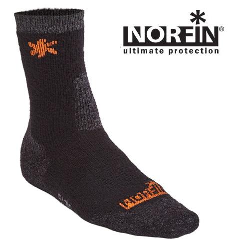 Носки Norfin Wool (M, 303801-M)Носки<br>Носки Norfin WOOL р.L (42-44) разм.L(42-44)/мат. 55% шерсть,33%акрил,9%полиамид,3%спандекс <br>Особенно мягкие и удобные термоноски средний <br>длины с шерстью Мериноса, которая является <br>самой мягкой шерстью и, также как и синтетические <br>материалы,способна отводит влагу с поверхности <br>кожи, что очень важный фактор для сохранения <br>тепла наших ног при низкой активности в <br>холодной погоде. Эргономичная конструкция <br>носков обеспечивает идеальное прилегание <br>и не позволяет им сползти в обувь.<br><br>Пол: мужской<br>Размер: M<br>Сезон: зима<br>Цвет: черный