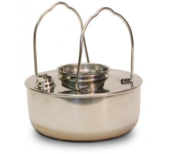 СС-K12 ЧайникЧайники<br>СС-K12 Чайник<br>Чайник Canadian Camper CC-K12 предназначен специально <br>для походов и кемпингов. Он сделает ваш <br>отдых удобнее и приятнее. Чайник изготовлен <br>из нержавеющей стали и оснащен двумя складными <br>ручками<br>Чайник СС-К12 незаменим в походных или полевых <br>условиях. Вода в нём закипает быстро, а ручки <br>при этом не нагреваются, что очень безопасно <br>и удобно<br>Неоспоримыми преимуществами данной модели <br>являются компактность, устойчивость конструкции <br>благодаря большой площади дна и небольшой <br>вес. Объем чайника рассчитан на компанию <br>из 4-5 человек. <br>Объем 1,2 л<br>Комплектация чайник, крышка<br>