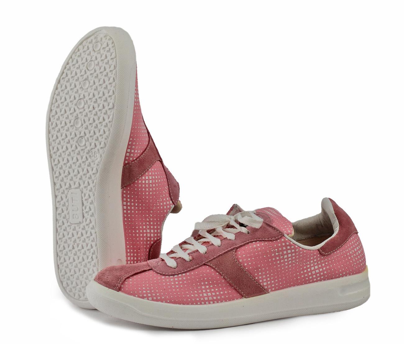Кроссовки ACTIVE-01 ( женские) (35)Кроссовки<br>Разработки для спортивной обуви удачно <br>воплотились в кроссовках для повседневной <br>носки. Благодаря удобной колодке ноги не <br>устают в течение дня. Полиуретановая подошва <br>отличается надежностью и долговечностью. <br>Каждая пара в индивидуальной упаковке.<br><br>Пол: женский<br>Размер: 35<br>Сезон: лето<br>Цвет: розовый