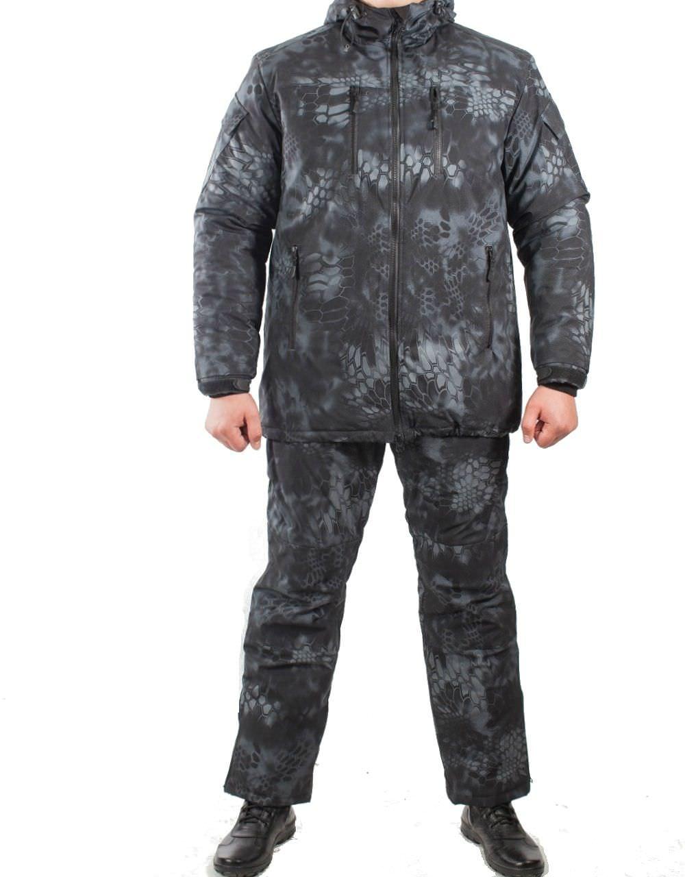 Костюм зимний МПА-38-01 (мембрана, питон ночь), Костюмы утепленные<br>Костюм состоит из брюк с плечевой разгрузочной <br>системой, а также куртки со съемным капюшоном <br>и утепляющей подкладкой. Разработан для <br>подразделений воооруженных сил, действующих <br>в условиях экстремального холода (до -50 <br>градусов Цельсия). ХАРАКТЕРИСТИКИ ЗАЩИТА <br>ОТ ХОЛОДА ДЛЯ ИНТЕНСИВНЫХ НАГРУЗОК ДЛЯ <br>АКТИВНОГО ОТДЫХА ТОЛЬКО РУЧНАЯ СТИРКА МАТЕРИАЛЫ <br>МЕМБРАНА УТЕПЛИТЕЛЬ ФАЙБЕРСОФТ<br><br>Пол: мужской<br>Размер: 44<br>Рост: 170<br>Сезон: зима<br>Цвет: черный<br>Материал: мембрана