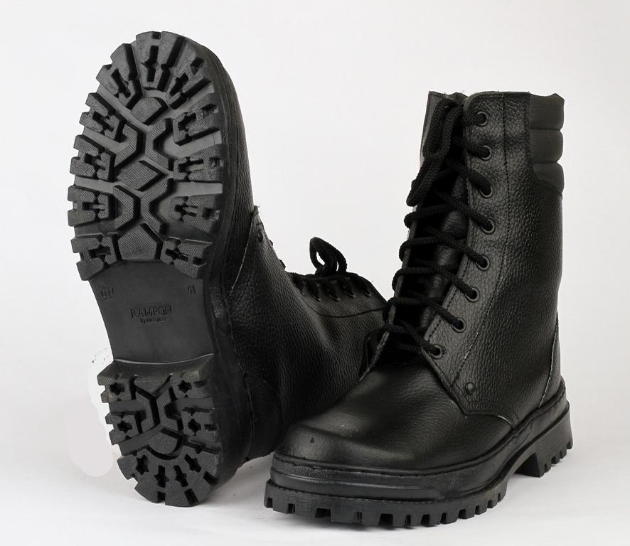 Ботинки с высоким берцем Army хром на натуральном Берцы<br>Зимние хромовые ботинки с завышенными <br>берцами на натуральном меху, увеличенный <br>мягкий кант, глухой клапан, усиленный подносок <br>из термопластического материала, жесткий <br>задник из термопластического материала. <br>Рекомендуется для работников охранных <br>структур, подходят для активного отдыха. <br>Высота: 220 ± 3 мм<br><br>Пол: мужской<br>Размер: 42<br>Сезон: зима<br>Цвет: черный