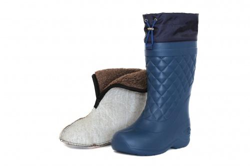 Сапоги ЭВА женские зимние Барс -50С (-65С) Сапоги для активного отдыха<br>Женские сапоги БАРС из ЭВА отличаются <br>высокой морозостойкостью и эластичностью. <br>Специальный состав сырья позволяет сапогу <br>сохранять свои характеристики при отрицательных <br>температурах. Главное преимущество перед <br>традиционно зимними бахилами- это минимальный <br>вес, вес одной пары составляет 700 грамм. <br>Затяжная манжета выполнена из водоотталкивающей <br>ткани, про препятствует попаданию снега <br>во внутрь сапога. Комплектуется утеплителем, <br>изготовленным с применением натурального <br>меха, что позволяет находиться на морозе <br>до -65С. Чулок-утеплитель содержит 4 слоя: <br>1. Спанбонд- ворсистая поверхность для сбора <br>конденсата с внутренней поверхности сапога. <br>2. Фольга- создает эффект термоса и позволяет <br>поддерживать комфортную температуру, сохраняя <br>ноги в тепле. 3. НТП- нетканое волокно из <br>полых волокон, которое создает дополнительную <br>воздушную прослойку. 4. Натуральный шерстяной <br>мех, укреплен на трикотажном полотне, что <br>делает внутреннюю часть утеплителя более <br>стойкой к истиранию. Высота: 38см<br><br>Пол: женский<br>Размер: 41-42<br>Сезон: зима<br>Цвет: синий