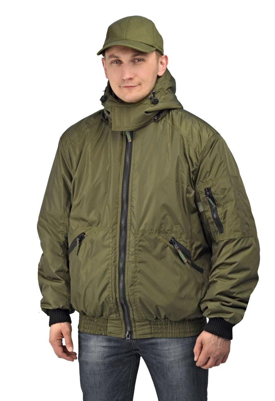 Куртка мужская Бомбер демисезонная тк.Джордан Куртки утепленные<br>Куртка с отстёгивающимся капюшоном укороченная, <br>с центральной застежкой на разъемную молнию, <br>на притачном трикотажном поясе, воротник <br>стойка, рукав втачной. На полочках расположены <br>нижние накладные карманы, застегивающиеся <br>на тесьму-молнию. Полочки и спинка с притачной <br>кокеткой. Рукава трехшовные, с притачной <br>трикотажной манжетой. На левом рукаве на <br>средней части расположен двойной накладной <br>карман, застегивающийся на тесьму-молнию. <br>Воротник - стойка. Нижний воротник из флиса <br>с обтачкой из основной ткани. Левая полочка <br>подкладки с накладным карманом, застегивающимся <br>на контактную ленту.<br><br>Пол: мужской<br>Размер: 60-62<br>Рост: 170-176<br>Сезон: демисезонный<br>Цвет: хаки<br>Материал: Полиэстер