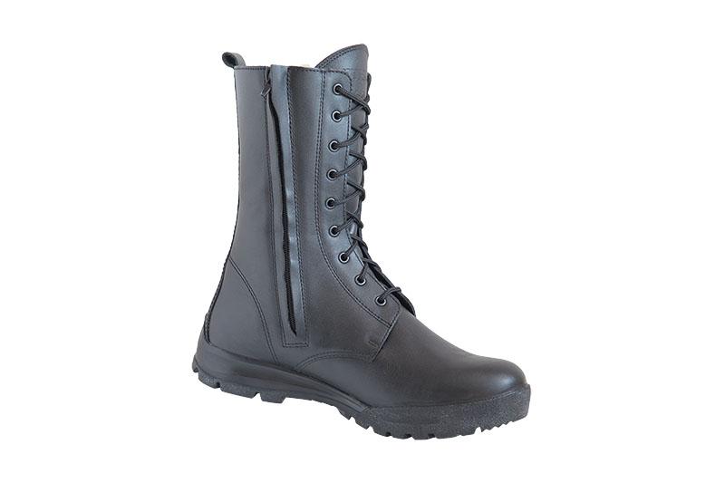 Ботинки с высоким берцем Бутекс Авиатор Берцы<br>Зимние ботинки на двухслойной (ПУ +резина) <br>подошве клеевого метода крепления. Высота <br>ботинка 24 см. Ботинки изготовлены из гладкой <br>натуральной хромовой кожи толщиной 1,6 мм. <br>В качестве утеплителя используется набивной <br>шерстяной мех с содержанием (70%)шерсти мериноса. <br>Носочная и пяточная часть ботинка для сохранения <br>формы продублированы термопластическим <br>материалом. С тыльной стороны берца находится <br>застёжка молния, закрытая изнутри кожаным <br>клапаном. Молния позволяет снимать и одевать <br>обувь без помощи шнуровки. Глухой клапан <br>препятствует попаданию внутрь ботинка <br>посторонних предметов и снега. Данная модель <br>пользуется успехом у сотрудников силовых <br>структур и у людей, увлекающихся активными <br>видами отдыха на природе.<br><br>Пол: мужской<br>Размер: 44<br>Сезон: зима<br>Цвет: черный