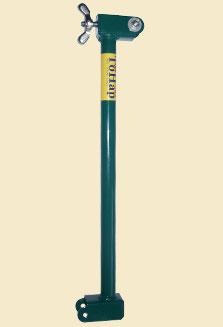 Удлинитель для ледобура 250мм (ЛР)Аксессуары для Ледобуров<br>Удлинитель для ледобура (250 мм). В случае <br>если толщина льда превышает максимальную <br>глубину бурения ледобура, можно приобрести <br>штангу-удлинитель. Длина штанги 250 мм. Конструкция <br>замка ледобура обеспечивает быструю установку <br>штанги – для этого нужно только разобрать <br>замок, а затем соединить шнек и ручку со <br>штангой. При этом установка и снятие штанги <br>может выполняться любое количество раз. <br>Так как число удлинителей, устанавливаемых <br>на ледобур, и их порядок ничем не ограничиваются, <br>обеспечивается возможность бурения льда <br>сколько угодно большой толщины.<br>