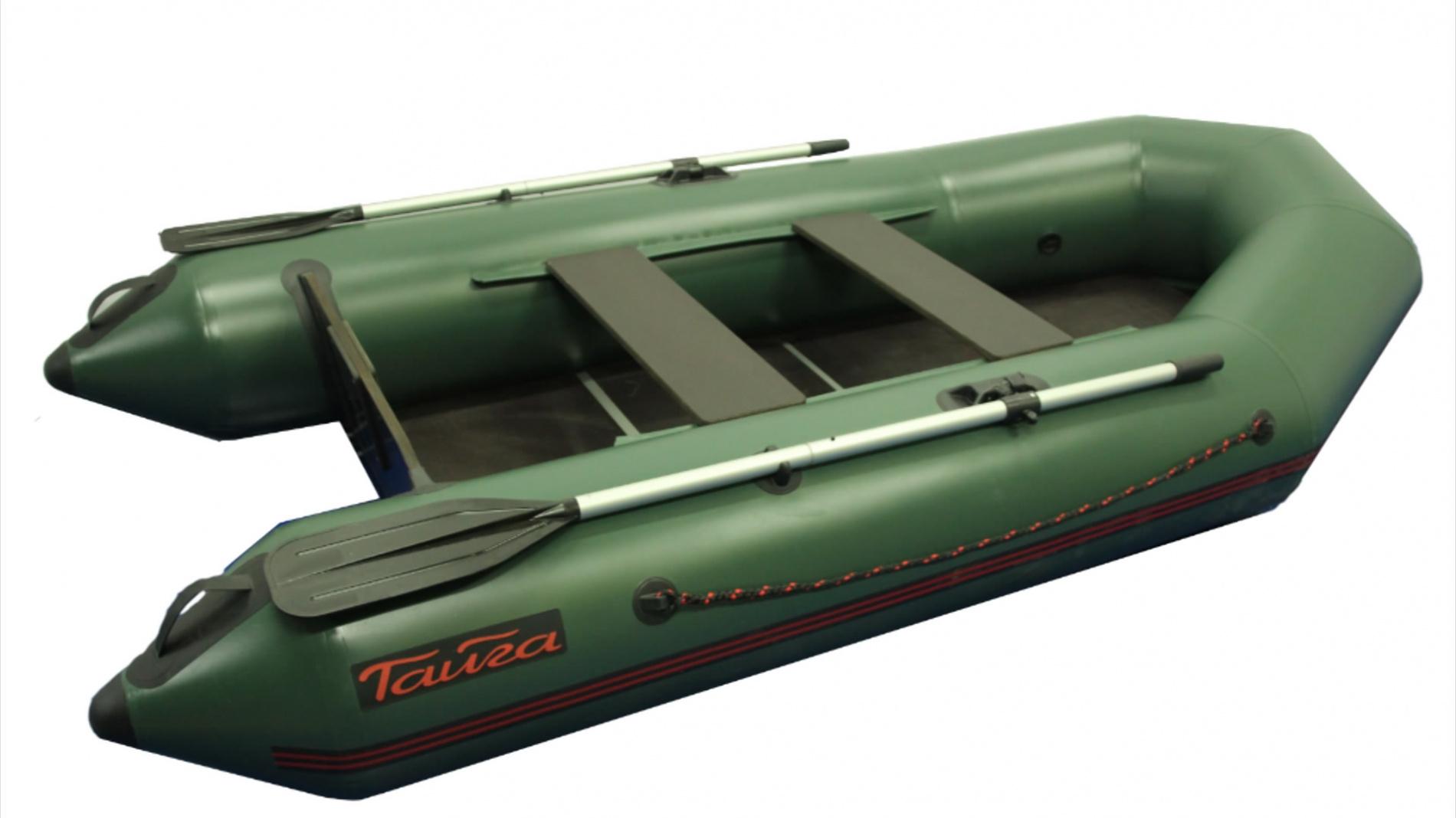 Лодка ПВХ Тайга-270 (С-Пб) (New)Моторные или под мотор<br>Модель 2017 года. Лодка ТАЙГА-270 – надувная <br>моторная лодка, совмещающая в себе возможности <br>гребных и моторных. У такой лодки имеется <br>жестко вклеенный (стационарный) транец <br>из морской фанеры, толщиной 18 мм.. Лодка <br>легко выходит в глиссирующее положение <br>с моторами малой мощности 4-5 л. 2 отсека, <br>ПВХ ткань плотностью 750 г/м.кв. Шов шириной <br>4 см! Банки изготовлены из фанеры толщиной <br>18 мм. На конусной части баллонов есть удобные <br>ручки для переноски Леерный пояс. Сплошной <br>фанерный пол с алюминиевым H-образным профилем, <br>при изготовлении частей которого, применяется <br>влагостойкая ламинированная бакелитовая <br>фанера толщиной 9 мм.. - Сумка-конверт. В стандартную <br>комплектацию входит: - разъемные алюминиевые <br>весла (2 шт.), - фанерное жесткое сиденье-банка <br>(2 шт), - помпа- 5л., - сплошной фанерный настил <br>с алюминиевым H-образным профилем - рем-набор: <br>оригинальный клей, небольшие кусочки ПВХ <br>материала и пластиковый ключ для клапана, <br>- Сумка-конверт. - инструкция по сборке и <br>разборке, хранению, транспортировке надувных <br>лодок, описаны меры по ремонту порезов и <br>проколов в аварийных ситуациях. Сертификация: <br>Каждая надувная лодка «ТАЙГА» соответствует <br>требованиям ТУ 7440-001-89037533-2011 и требованиям <br>нормативных документов по ГОСТ № 21292-89, <br>а надежность использования подтверждена <br>Сертификатом Соответствия Госстандарта <br>России РОСС RU.МП 13.В00693 Гарантии: предприятие <br>гарантирует соответствие комплектации <br>надувной лодки паспортным данным, а также <br>надежную и безопасную эксплуатацию при <br>соблюдении потребителем правил использования <br>установленных в руководстве пользователя <br>к надувной лодке. Материал корпуса лодки <br>– гарантия 5 лет. Клееные швы – 2 года. Остальные <br>компоненты – 1 год. Гарантия не распространяется <br>при несоблюдении правил использования, <br>транспортирования и х