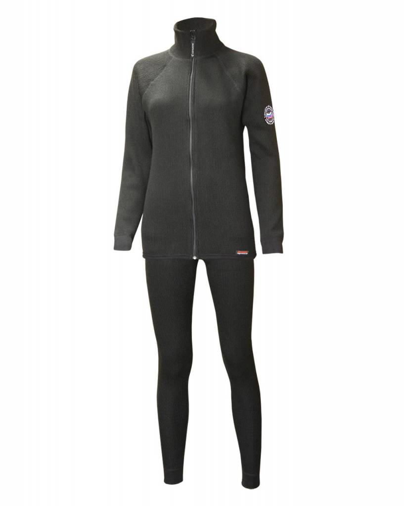 Термобелье Boevoy Т500 ЖЕНСКОЕ из мериносовой Комплекты термобелья<br>Boevoy Т500 - средний слой термобелья, используемый <br>для повышения теплоизоляции между базовым <br>слоем и ветроводонепроницаемым наружным <br>слоем одежды. Средний слой Boevoy Т500 добавляется, <br>как правило, при более низких температурах <br>и низкой активности. Это термобельё для <br>профессионалов и людей, деятельность которых <br>связана с длительным нахождением в условиях <br>холодной погоды. Прекрасно сочетается с <br>любым из базовых слоёв Боевой трикотаж <br>и может быть использован как нательный <br>слой белья. Дизайн моделей Boevoy Т500 гармонично <br>подойдёт к повседневному, спортивному и <br>даже деловому стилю одежды. Активность: <br>от низкой до средней. Погода: от холодной <br>до очень холодной. Двухслойный сетчатый <br>материал с нижним сетчатым слоем. Сохранение <br>тепла. Средний слой. Плотность - 500г. Передовая <br>система соединения деталей плоскими эластичными <br>швами. Повышает комфорт и снижает натирание <br>кожи. В состав материала входит шерсть мериносовых <br>овец. Толщина волоса до 24мкм. Мериносовая <br>шерсть обладает уникальными свойствами <br>по выводу влаги и сохранению тепла во влажном <br>состоянии. Акрил - искуственная шерсть, <br>Синтетическое волокно, повышающее прочность <br>и износоустойчивость материала. Характеризуется <br>высокой эластичностью, низкой гигроскопичностью <br>и теплопроводностью. Состав: 50% Мериносовая <br>шерсть (Merinowool), 50% Акрил (Acryl), плотность - <br>270г. Стирка при температуре не более 40°C. <br>Деликатный режим стирки. Моющее средство <br>для шерсти. Щадящий режим отжима в стиральной <br>машине. Глажение до 160° C. Не отбеливать.<br><br>Пол: женский<br>Размер: 48<br>Рост: 158-164<br>Сезон: все сезоны