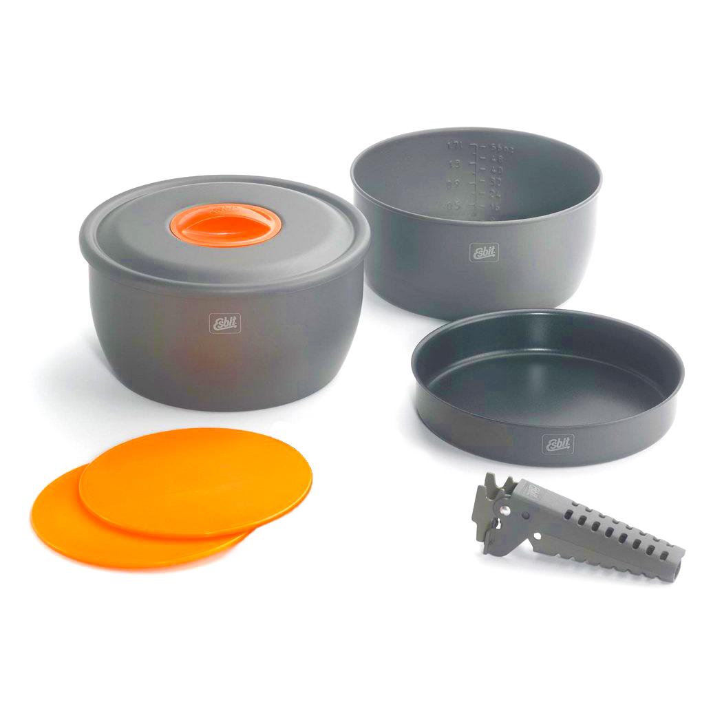 Набор посуды Esbit CW2500NS, алюминиевый для приготовления Наборы посуды<br>Описание набора Esbit CW2500NS:Набор посуды производства <br>немецкой компании Esbit. Идеальное сочетание <br>функциональности и компактности. В наборе <br>имеется все необходимое для приготовления <br>любого блюда. Материал кастрюль - анодированный <br>алюминий, сковорода имеет антипригарное <br>покрытие. Набор достаточно легкий.В набор <br>входит: кастрюля объемом 2 л с антипригарным <br>покрытием; кастрюля объемом 2,5 л с антипригарным <br>покрытием; сковорода с антипригарным покрытием <br>18,5 см; 2 дощечки; держатель; крышка. Основные <br>характеристики набора для приготовления <br>пищи Esbit CW2500NS: Шкала объема на стенке кастрюли. <br>Легкий набор из анодированного алюминия. <br>Сковорода и кастрюли с многослойным антипригарным <br>покрытием. Компактно складывается. Мешочек <br>из сетки. Размер в сложенном состоянии: <br>117 х 202 мм. Вес: 760 г. Объем: 2000 мл и 2500 мл. Диаметр <br>сковороды: 185 мм.<br><br>Материал: Алюминий