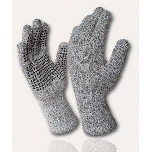 Водонепроницаемые перчатки DexShell TechShield Перчатки<br>Описание водонепроницаемых перчаток DexShell <br>TechShield Gloves DG478:Водонепроницаемые перчатки <br>DexShell TechShield защищают ваши руки не только <br>от воды и ветра, также они защищают ваши <br>руки от порезов и других возможных повреждений. <br>Сверхпрочные материалы, водонепроницаемая, <br>дышащая мембрана обеспечивает защиту в <br>самых экстремальных обстоятельствах. Область <br>применения: пищепром, мед и фарм производство. <br>Из чего состоят водонепроницаемые перчатки <br>TechShield? —Главный функциональный слой — <br>мембрана Porelle®, которая производится в Англии. <br>Именно она делает перчатки DexShell водонепроницаемыми <br>и «дышащими». Работает эластичная и прочная <br>мембрана Porelle® благодаря разнице температур <br>внутри и снаружи перчаток. —Внутренний <br>слой состоит из влагоотводящего волокна <br>Coolmax®, которое производится американской <br>компанией DuPont на основе полиэстра. Coolmax® <br>обладает антибактериальными свойствами, <br>а особая структура волокна позволяет быстро <br>отводить влагу с поверхности тела - что <br>особенно важно при интенсивных физических <br>нагрузках. —Верхний слой на половину из <br>высокотехнологичного полиэтиленового <br>полотна, разработанного европейской компанией <br>Dyneema® - это волокно в 15 раз прочнее стали <br>и при этом очень легкое и гибкое. Еще одна <br>особенность особенность DexShell TechShield – специальное <br>защитное покрытие на стороне ладони не <br>позволит перчаткам скользить, даже если <br>внешний слой перчаток намокнет. Характеристики:Внешний <br>слой: 52% полиэтиленовое волокно Dyneema®, 38% <br>нейлон, 10% эластан Мембранная вставка: эластичная, <br>водонепроницаемая и дышащая мембрана Porelle® <br>Внутренний слой: 92% влагоотводящее волокно <br>Coolmax®, 4% нейлон, 4% эластан Подбор размера <br>перчаток DexShell: Обхват руки Размер 18-20 см <br>S 20-23 см M 23-25 см L Рекомендации по уходу за <br>перчатками: Как стирать