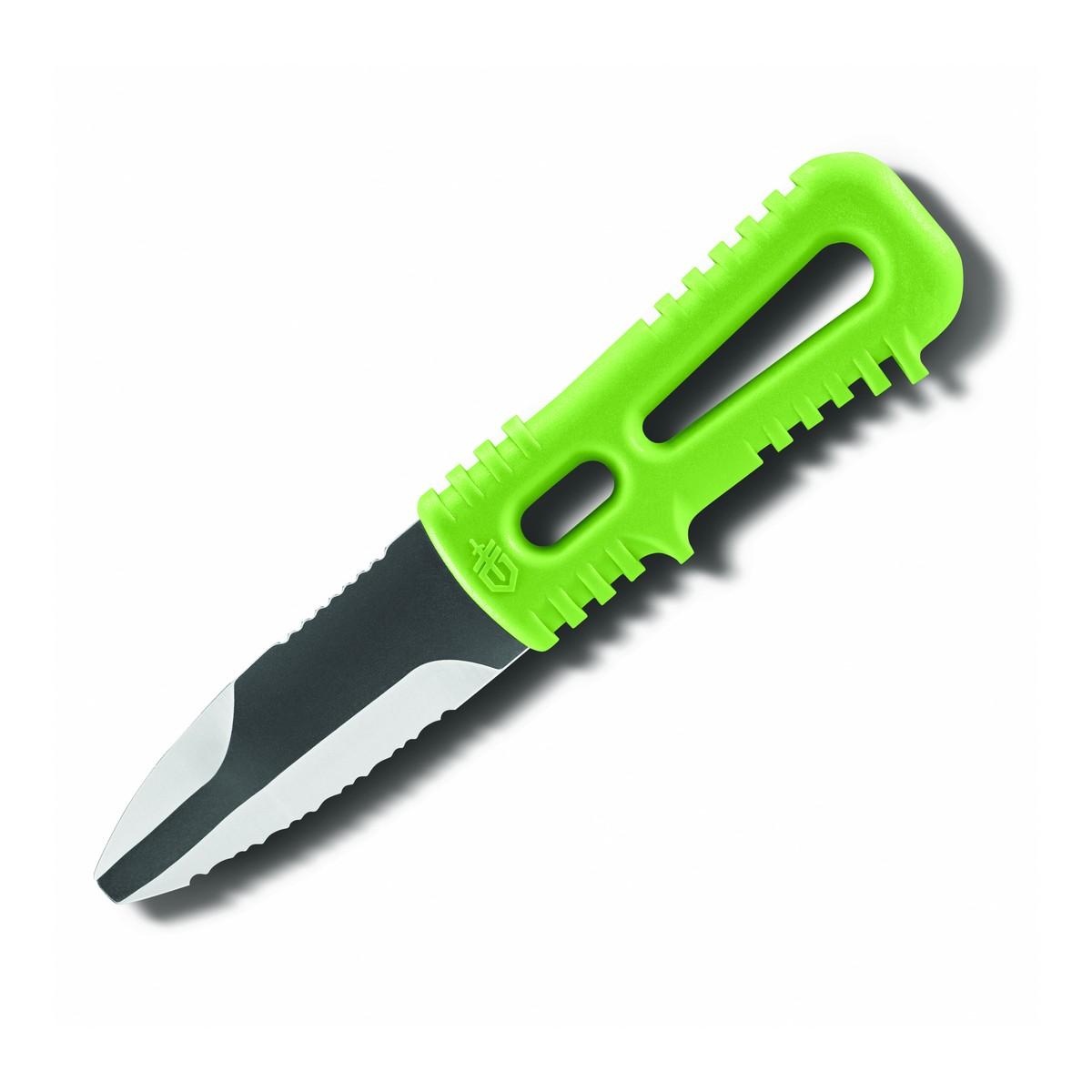 Нож Gerber River Shorty, 31-002645Ножи<br>Описание ножа Gerber River Shorty, 31-002645: Модель <br>Gerber River Shorty создана специально для любителей <br>водного спорта, а особенно &amp;mdash; связанных <br>с экстримом. Это нож из нержавеющей стали <br>с серрейторной заточкой лезвия и тупым <br>кончиком. Материалом для него служит сплав <br>с маркировкой 420НС. Это чрезвычайно стойкая <br>к коррозии сталь, отлично подходящая для <br>условий, где неизбежен постоянный контакт <br>ножа с водой. При этом, она неплохо держит <br>заточку. Лезвие у этого ножа &amp;mdash; зубчатое. <br>Этот вариант заточки ориентирован на работ <br>с волокнистыми материалами, такими как <br>ткани, веревки, стропы. Ведь River Shorty используется <br>именно в экстремальных ситуациях, когда <br>необходимо разрезать те или иные вещи максимально <br>быстро. А тупой кончик ножа помогает не <br>пораниться, когда нужно, например, разрезать <br>одежду для обработки раны. Длина лезвия <br>равна 7,7 см, что достаточно для удобства <br>работы с ножом. А чтобы его можно было перевозить <br>среди наиболее необходимых вещей, лезвие <br>прикрыто практичными пластиковыми ножнами, <br>которые отлично держатся на ноже, но легко <br>снимаются при необходимости выполнения <br>работ. Рукоятка River Shorty также выполнена <br>с учетом использования ножа в экстремальных <br>условиях. В нее легко продевается страховочный <br>ремешок, который можно закрепить на запястье <br>владельца ножа или же на лямке гермомешка <br>с вещами. Выполнена рукоятка из стеклонаполненного <br>нейлона &amp;mdash; прочного синтетического материала, <br>стойкого практически к любой коррозии. <br>Цвет рукоятки &amp;mdash; зеленый. С учетом ее размера, <br>полная длина ножа - 17 см. River Shorty используется <br>во время рафтинга, сплавов на каяках или <br>байдарках, занятий дайвингом или подводной <br>охотой. Особенности: нержавеющая сталь <br>клинка &amp;mdash; 420НС; серрейторная заточка лезвия; <br>тупой кончик ножа; легкая рукоятка и